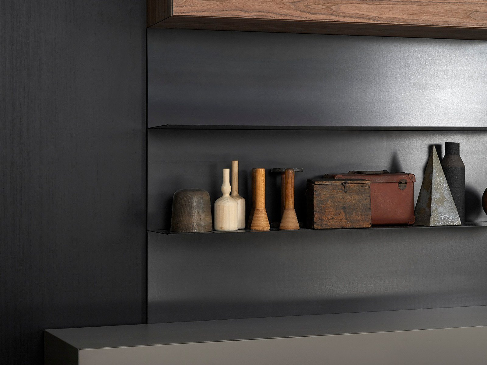 wall mounted storage wall load it by porro design piero lissoni. Black Bedroom Furniture Sets. Home Design Ideas