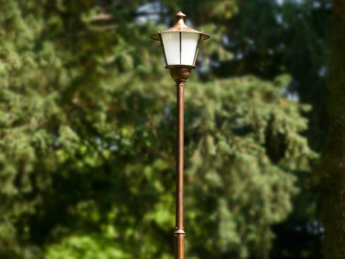 Lampione da giardino in metallo collezione loggiato by for Lampioni da giardino obi