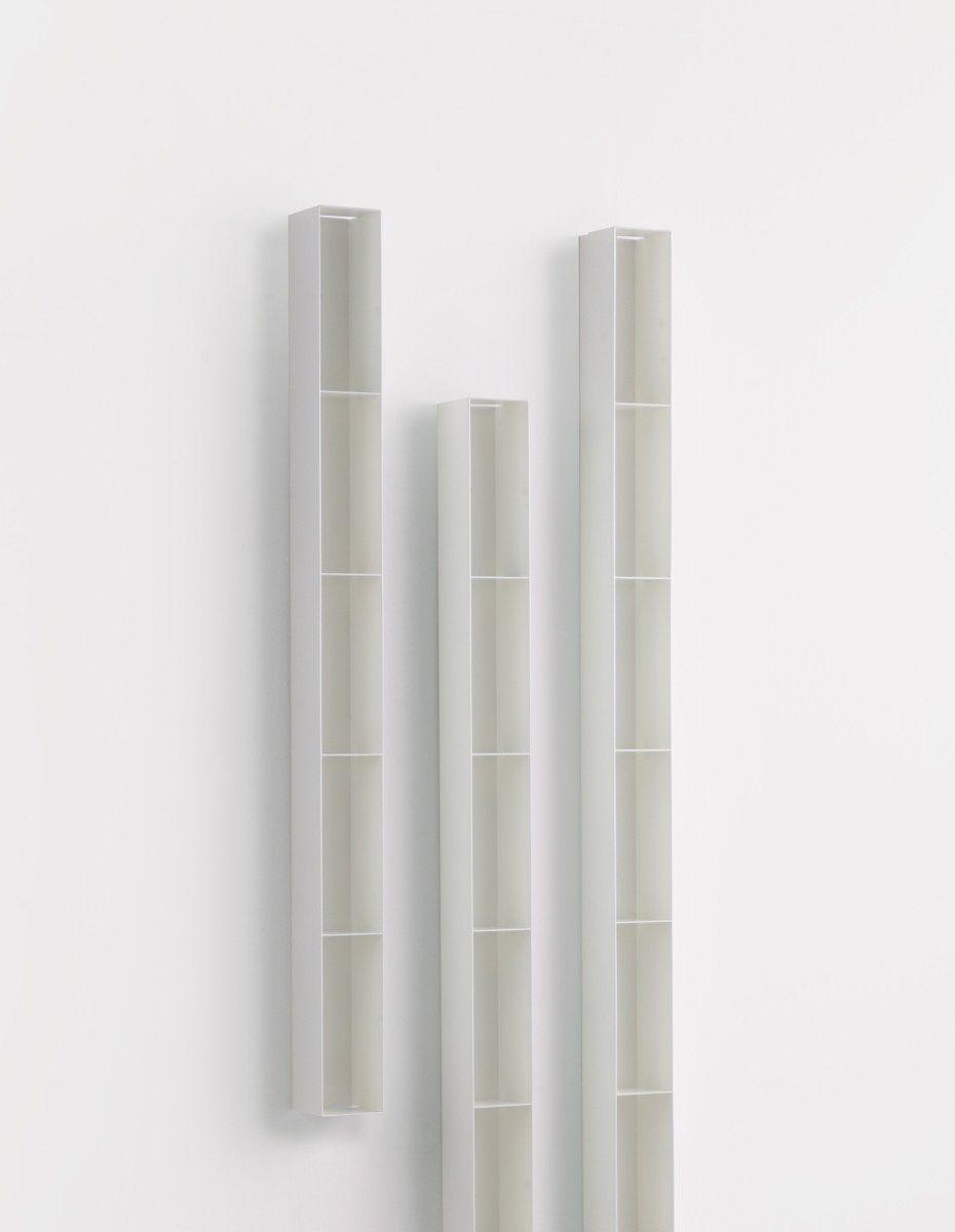 wand b cherregal aus pulverbeschichtetem stahl luft by mox. Black Bedroom Furniture Sets. Home Design Ideas