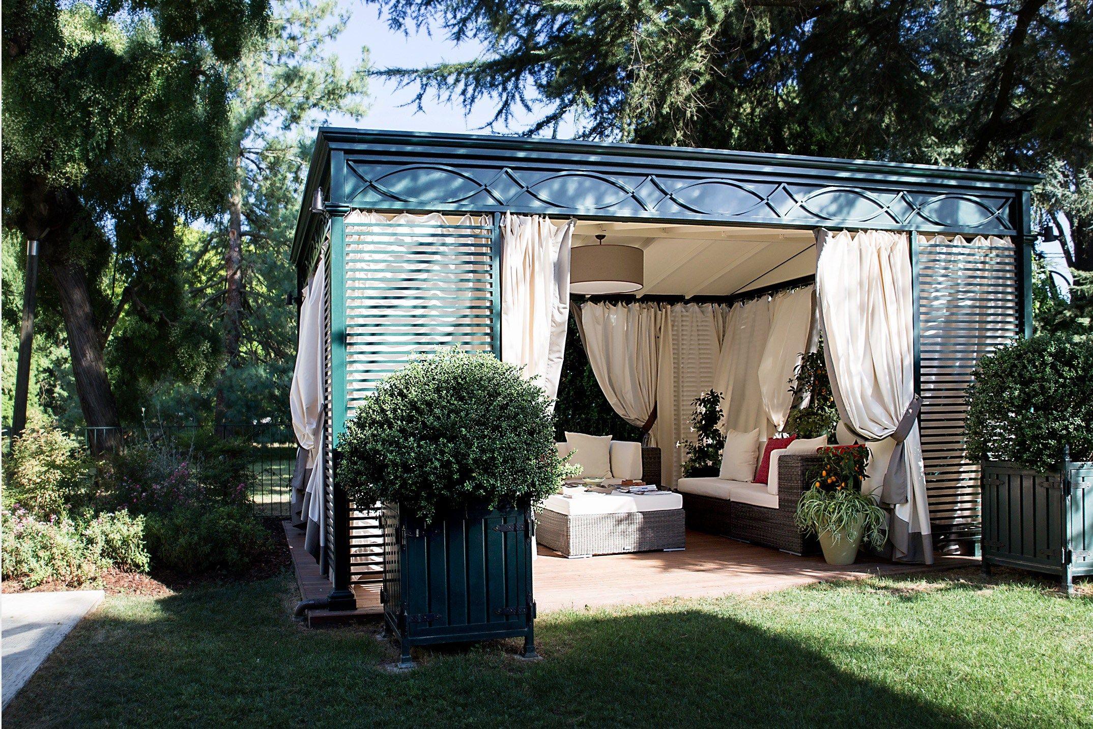 Gazebo in ferro luxury home by unosider for Gazebo lusso