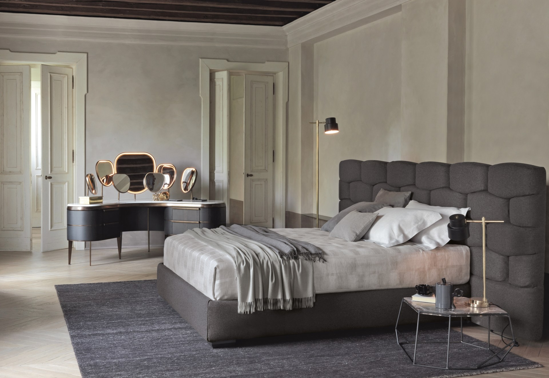 majal bett mit polsterkopfteil by flou design carlo colombo. Black Bedroom Furniture Sets. Home Design Ideas