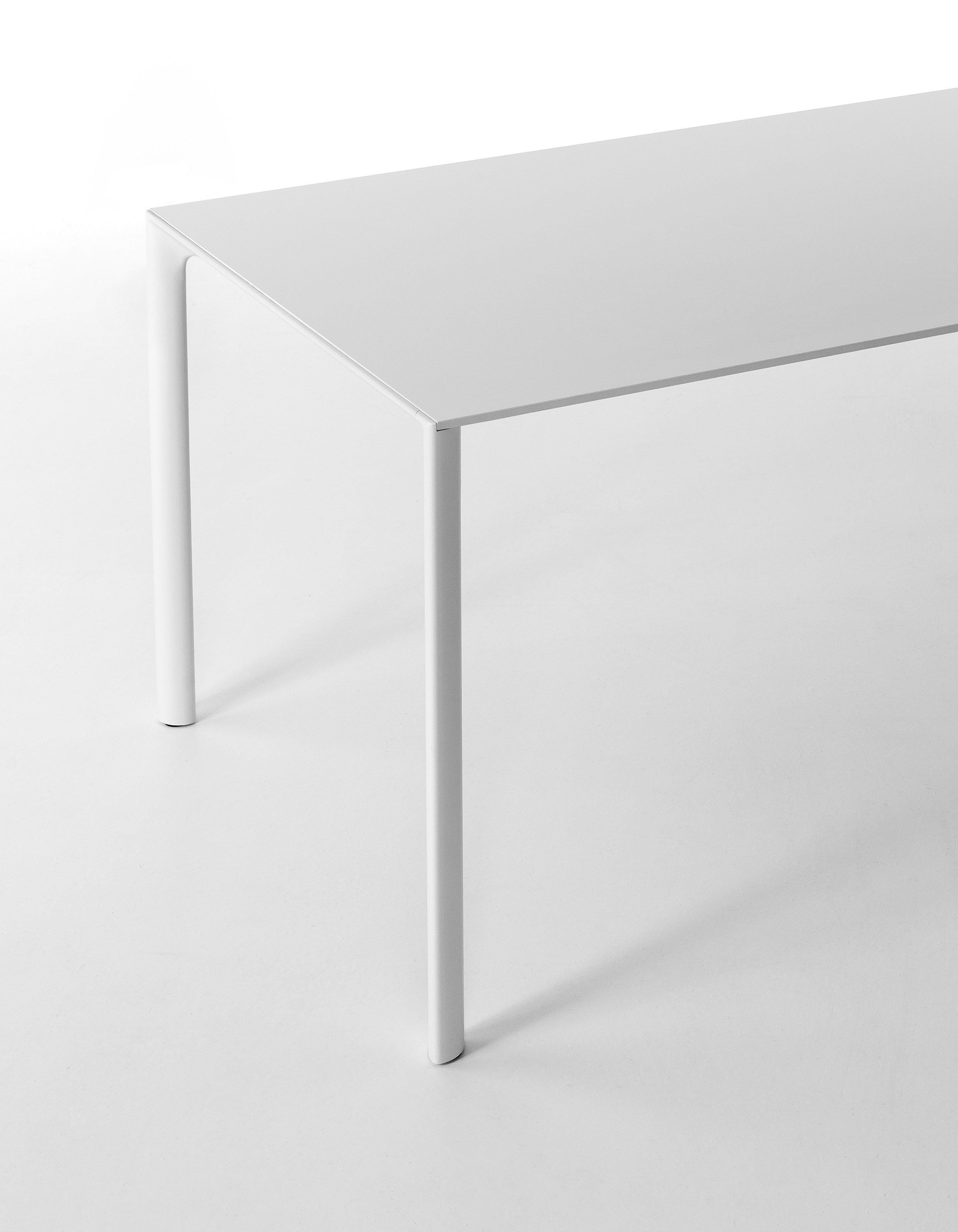 Table extensible rectangulaire maki by kristalia design for Table extensible rectangulaire