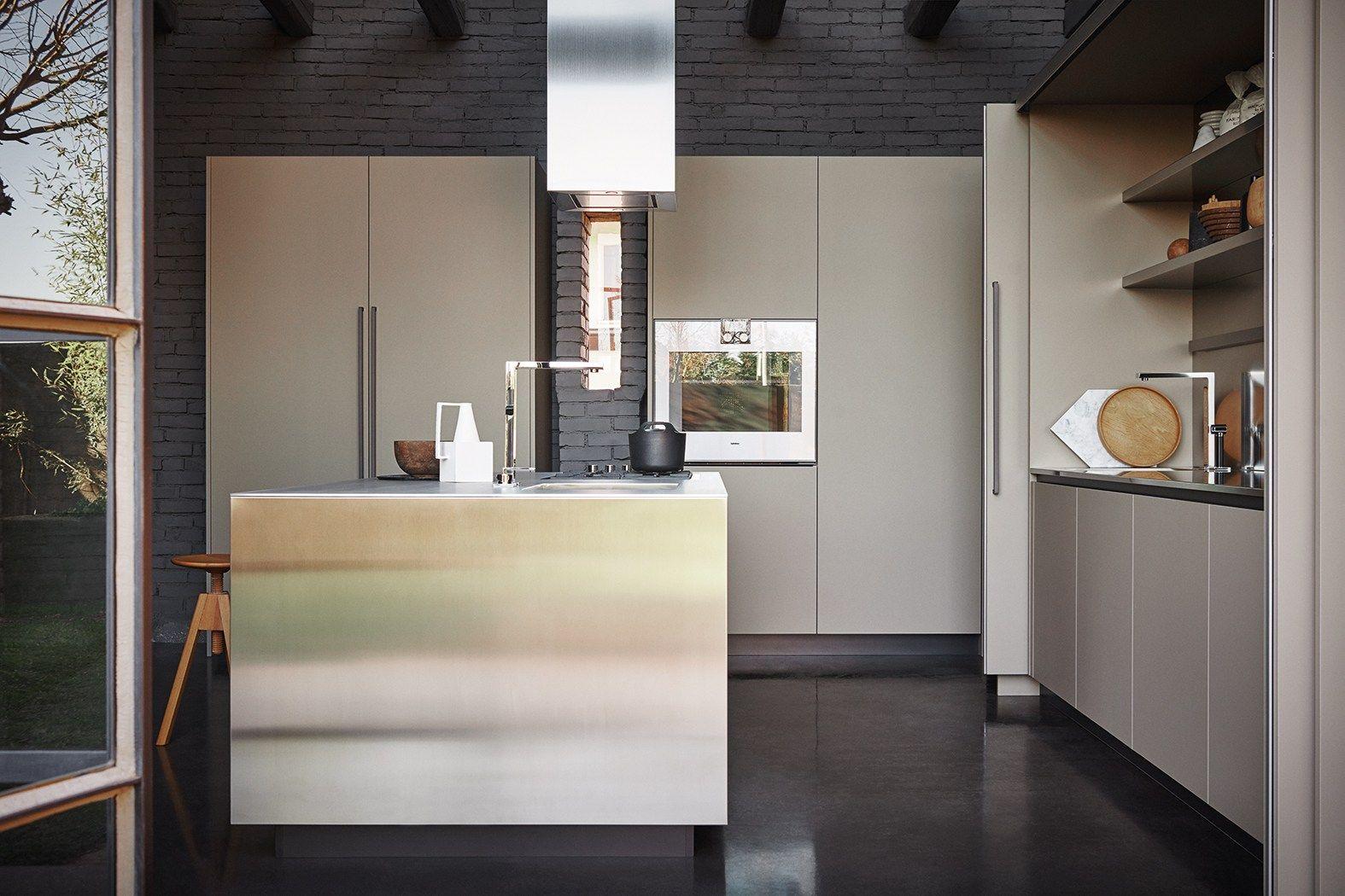Cucina componibile in acciaio inox e fenix con isola for Cesar arredamenti