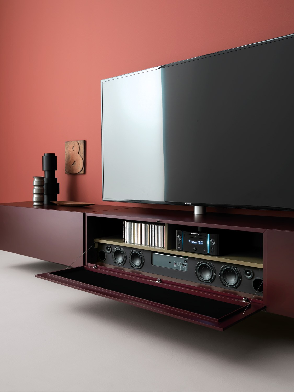 Mobile tv laccato sospeso in legno con altoparlanti for Rivenditore di mobili di design di sole