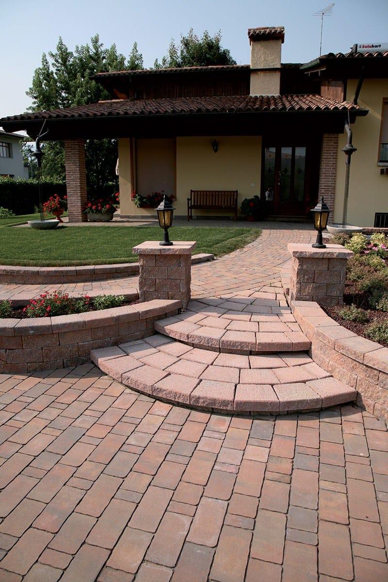 Muretto di mattoni in calcestruzzo per giardino murago - Muretti per giardino ...