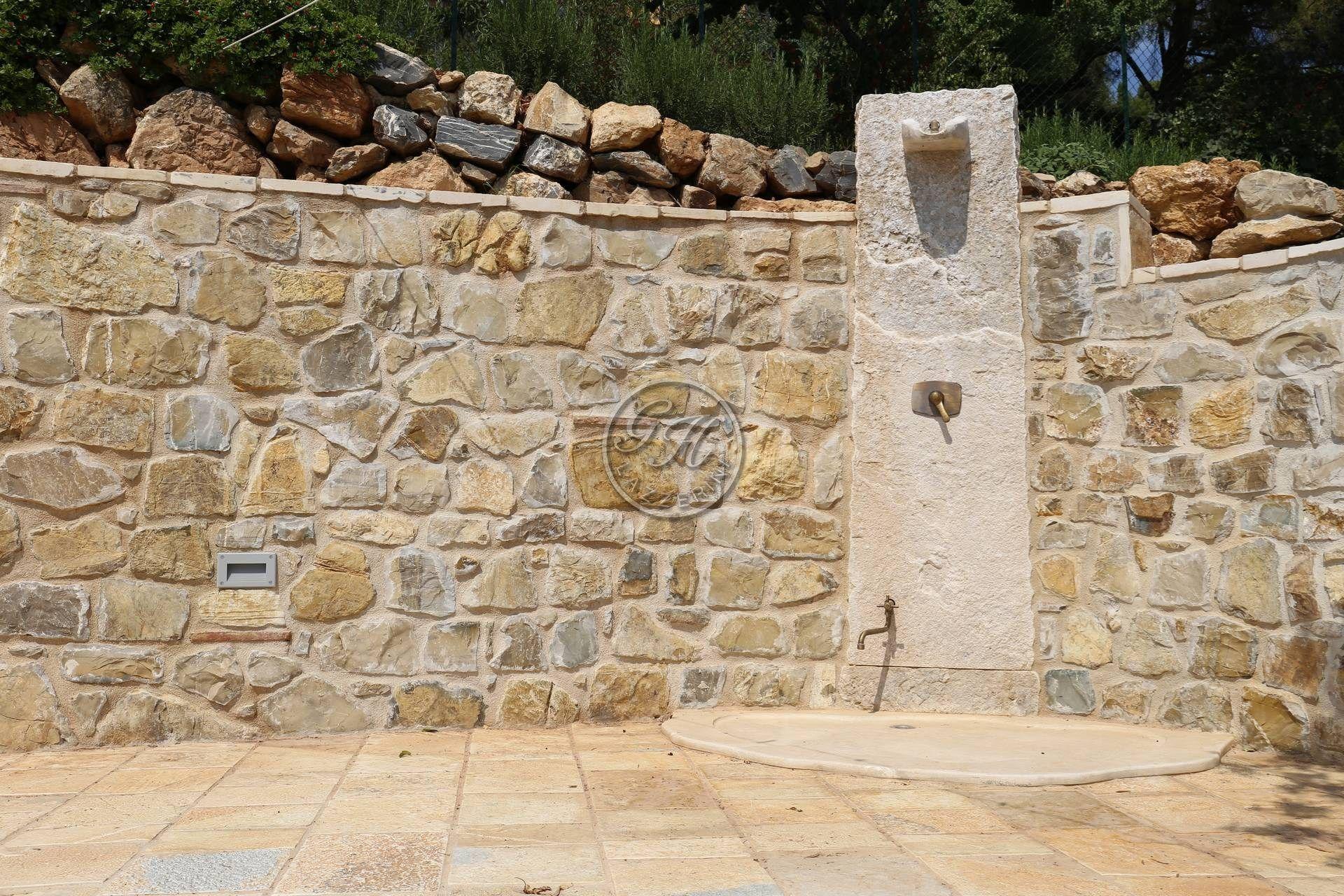 Doccia esterna in pietra naturale by garden house lazzerini - Doccia esterna da giardino ...