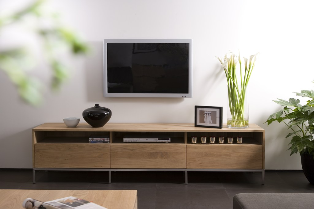 Oak ligna meuble tv by ethnicraft for Meuble tv bas design