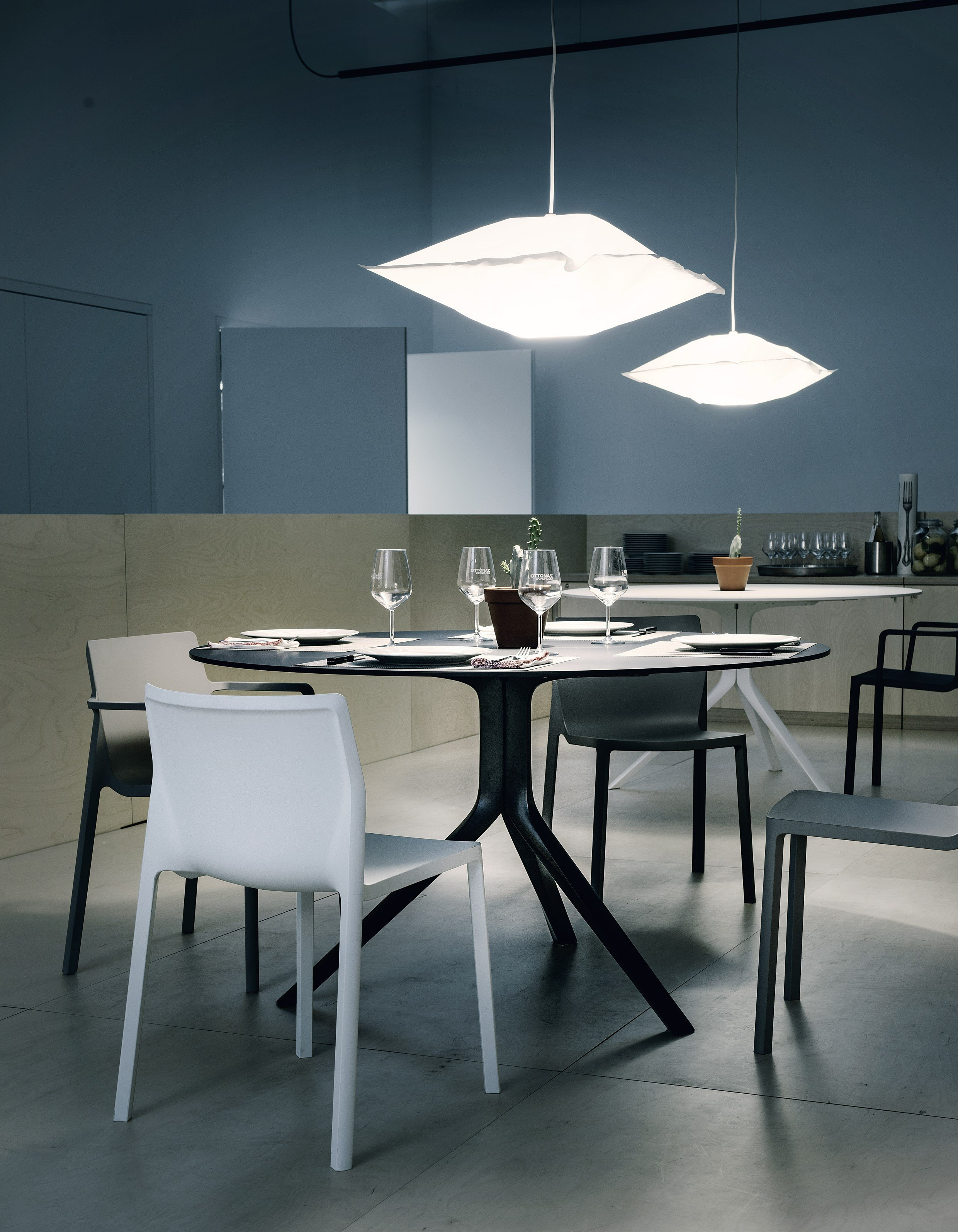 Oops i did it again table ronde collection oops by for Tavolo rotondo kristalia