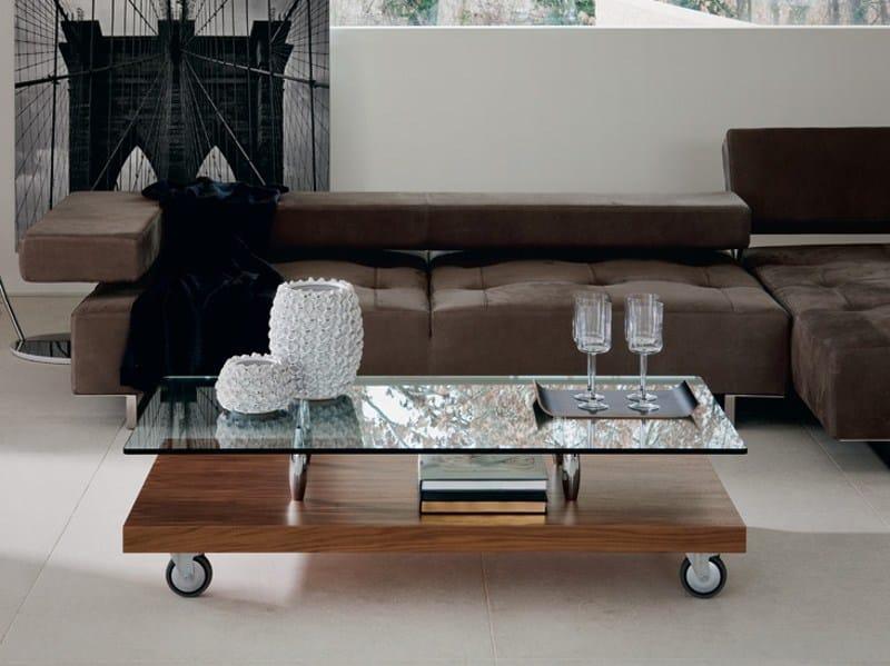 Tavolino in cristallo con ruote parsifal by cattelan for Wohnzimmertisch noce