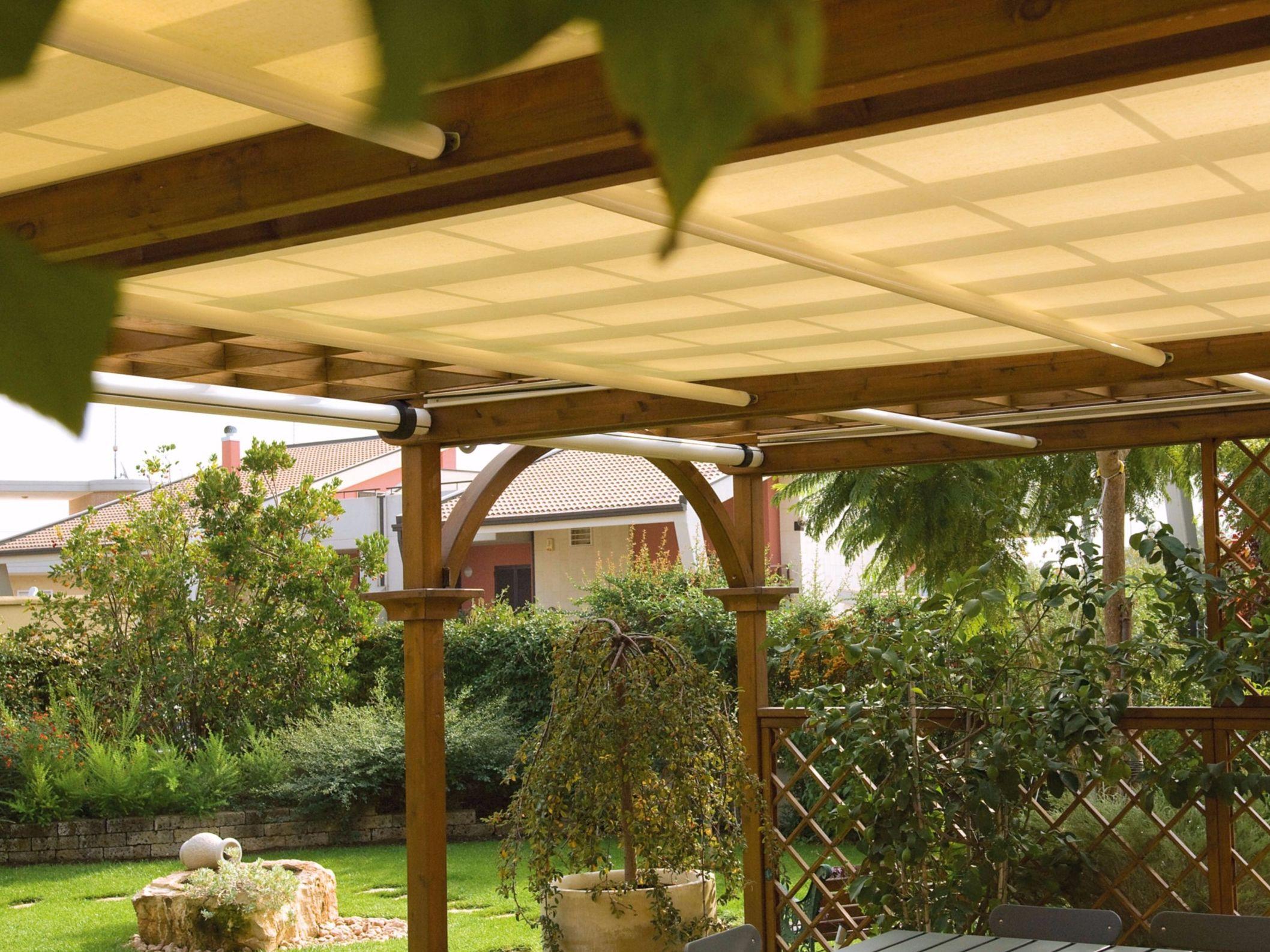 Tende Da Sole Patio : Terrassenüberdachung mit faltdach roll by frigerio tende da sole