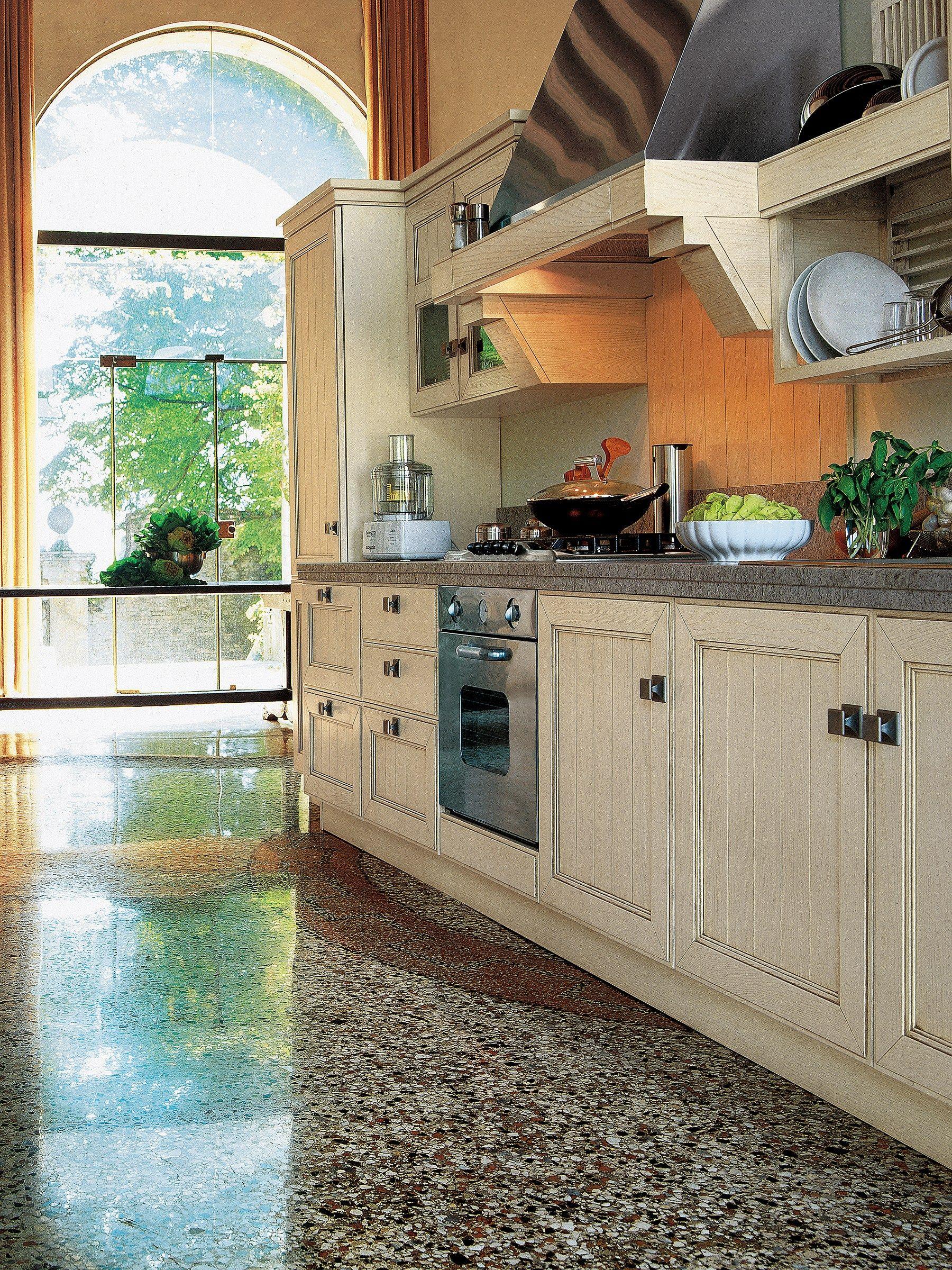 Cucina lineare in frassino con maniglie settecento by gd for Df arredamenti