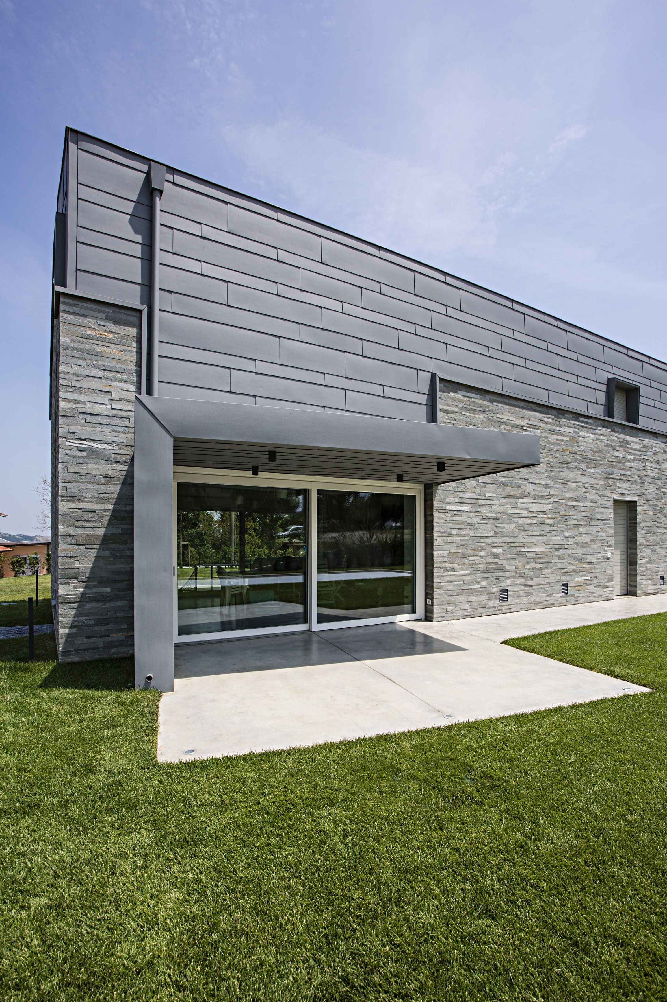 aluminum slats for ventilated facades siding by prefa italia