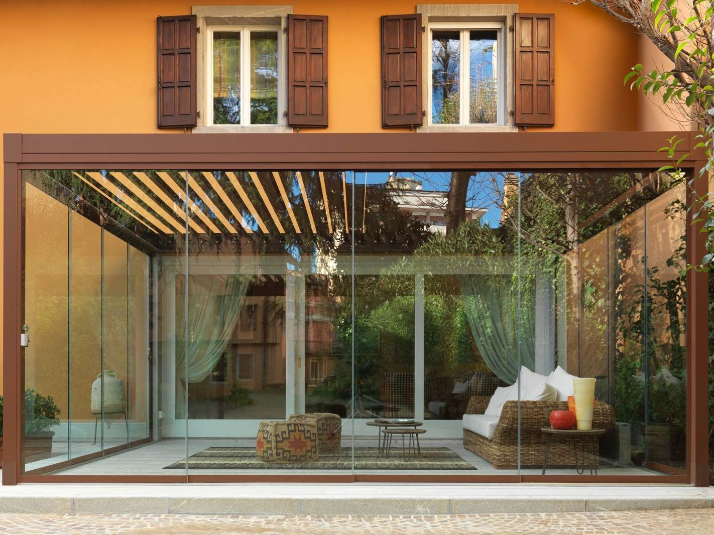 Giardino d 39 inverno con porte scorrevoli slide glass by - Giardino d inverno ...