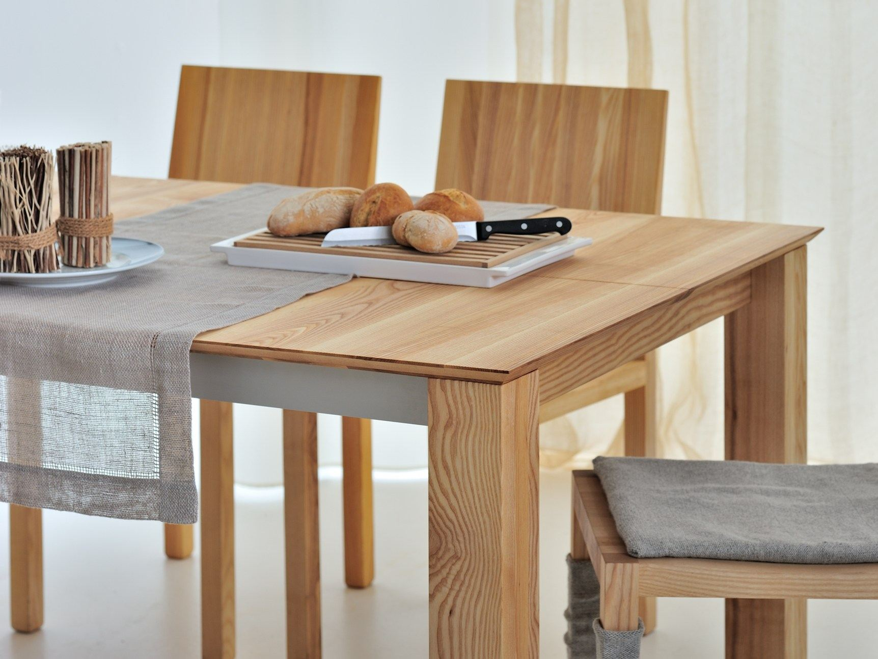 Tavolo allungabile rettangolare in legno massello slim by for Tavolo rettangolare design