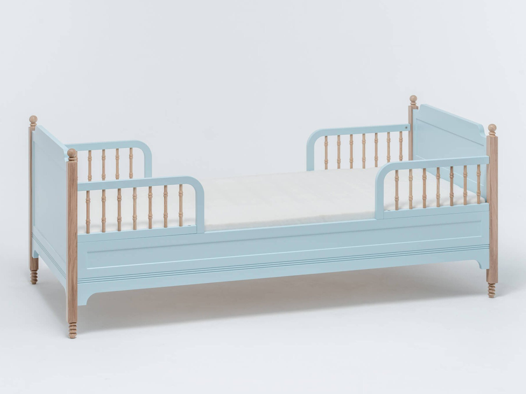 Lackiertes Bett für Kinderzimmer SOFIA TODDLER BED by ST FURNITURE