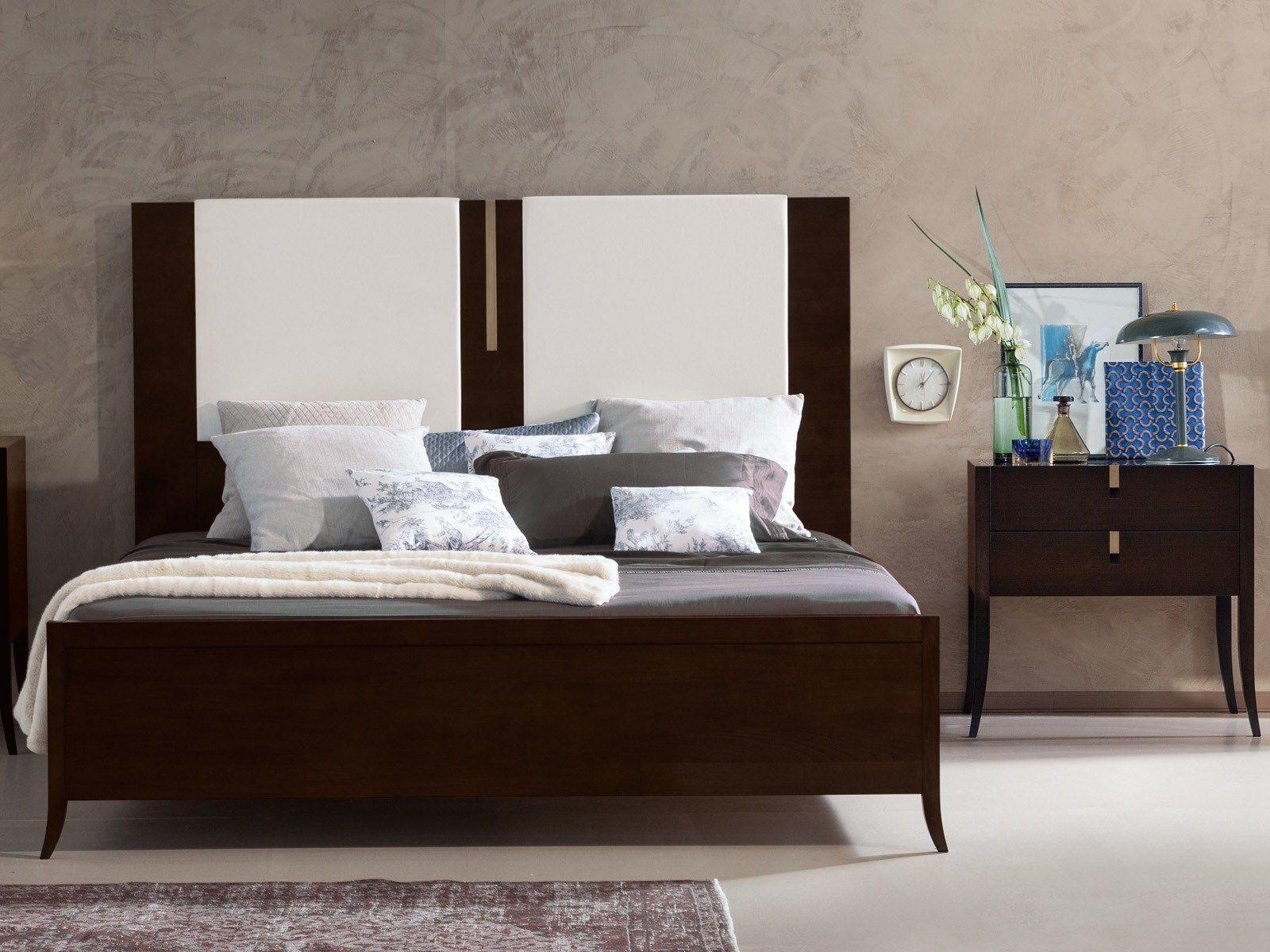 Jubilee letto con testiera alta by selva design axel enthoven - Testiera letto design ...