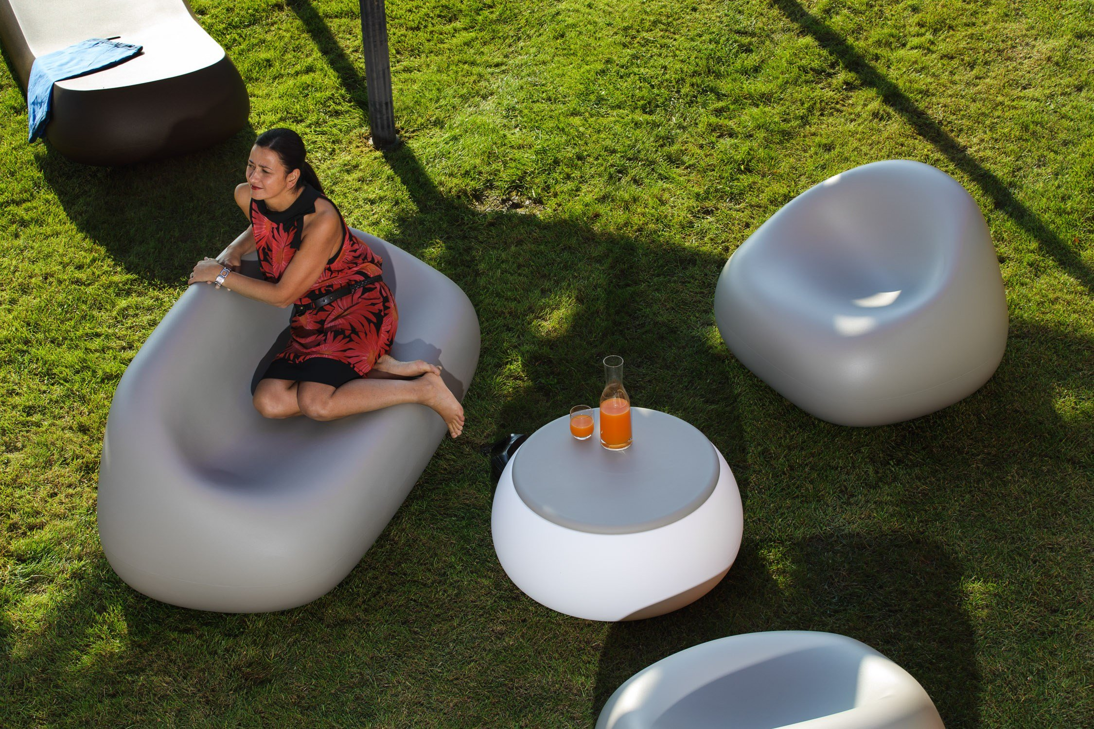 Small garden table low round Polyethylene T BALL By Plust design ... - Small garden table low round Polyethylene T BALL By Plust design Alberto  Brogliato