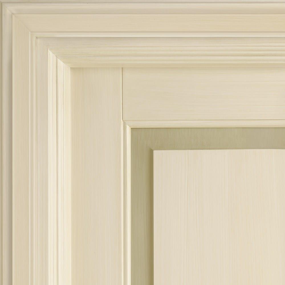 Porta laccata in legno massello con piattabanda colorata - Porte laccate avorio ...