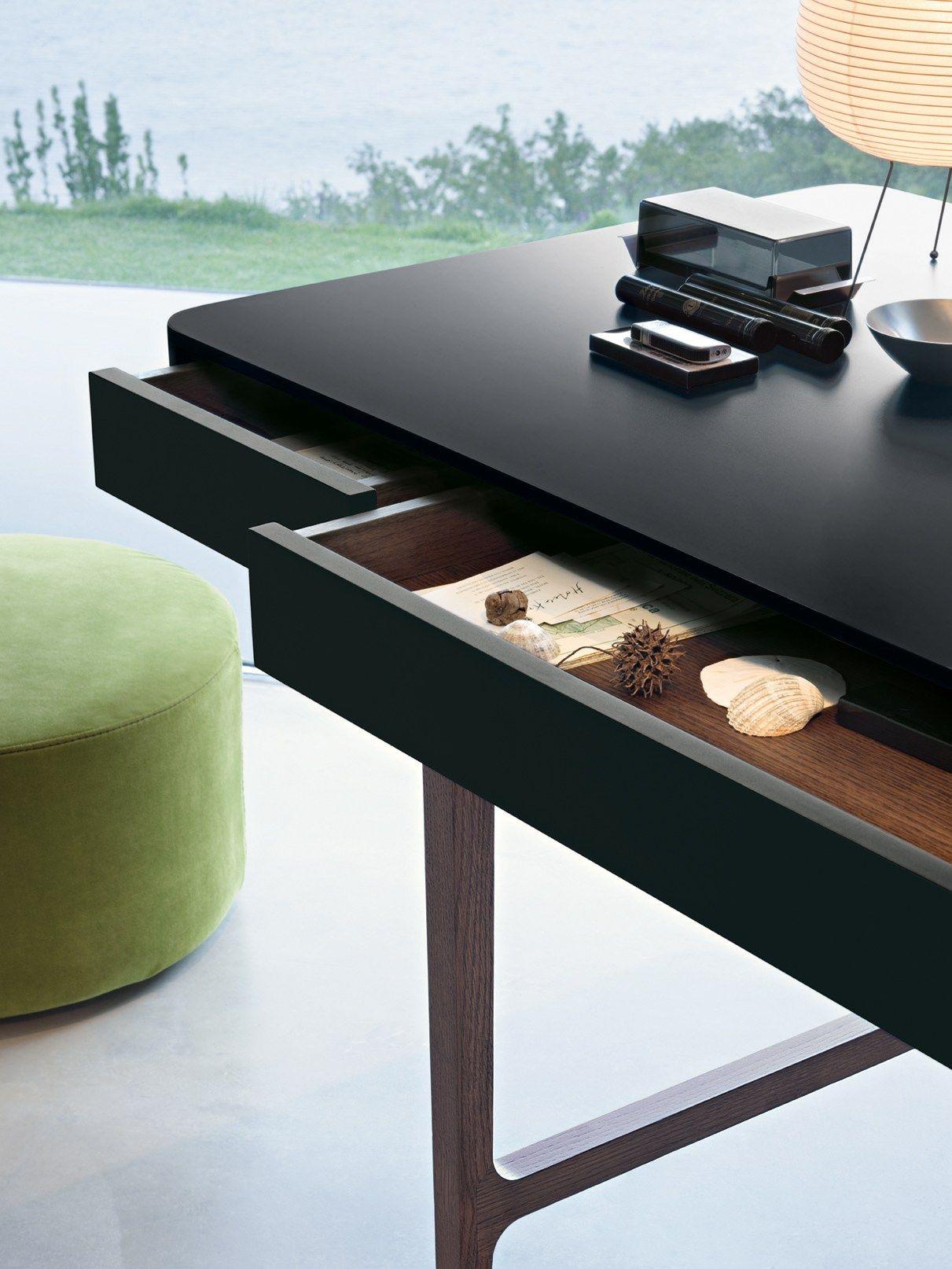 Schreibtisch aus massivem holz mit schubladen victor by for Schreibtisch holz mit schubladen