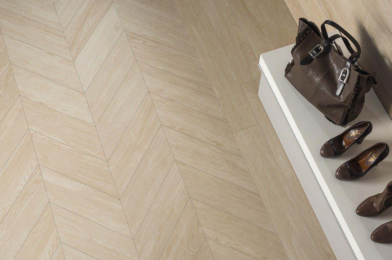 Pavimento rivestimento effetto legno wabi avorio by ceramiche caesar - Piastrelle color legno ...