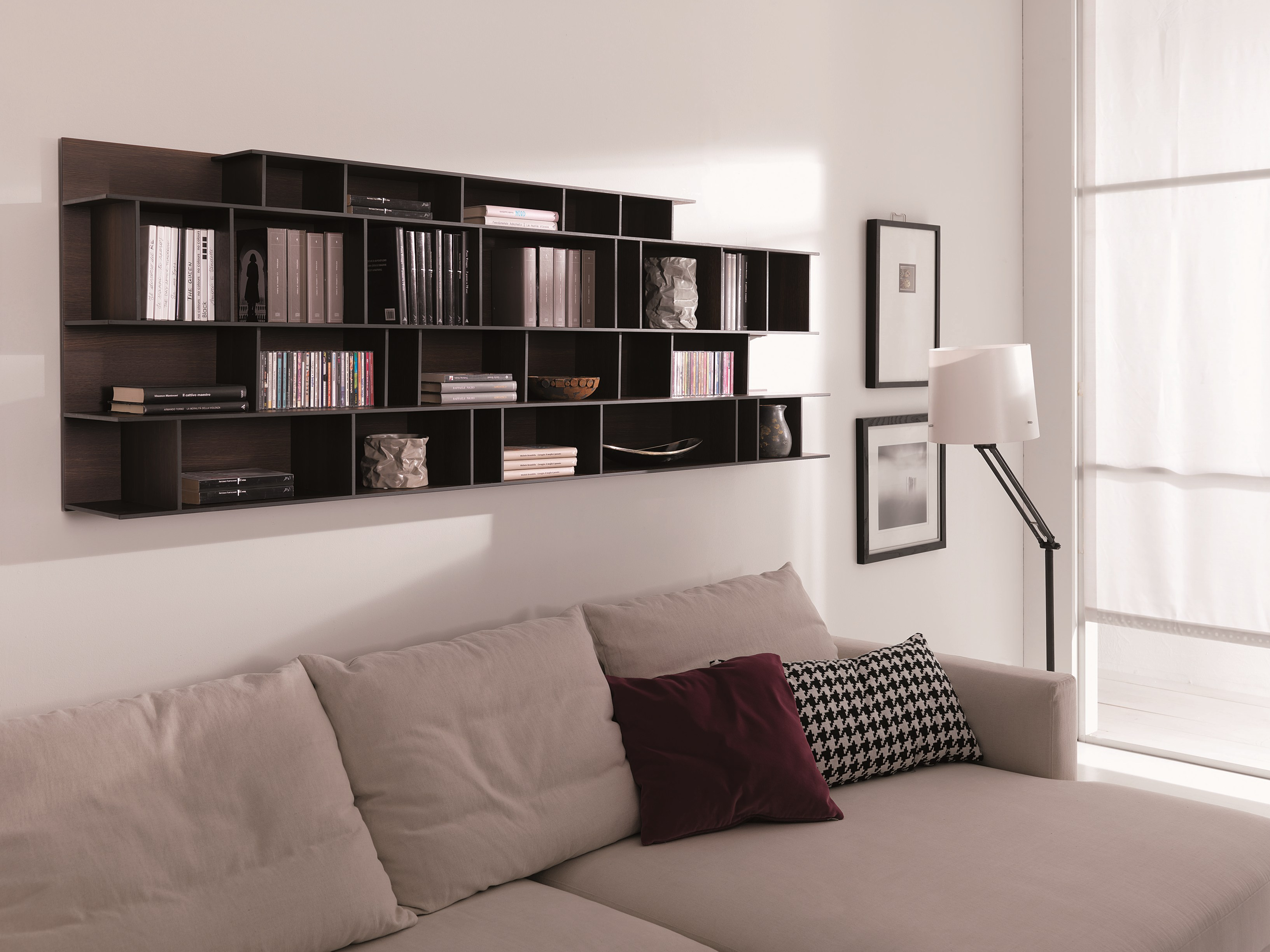 biblioth que modulable suspendue en mdf byblos by ozzio. Black Bedroom Furniture Sets. Home Design Ideas