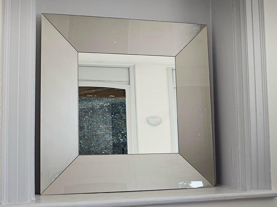 Miroir carr avec cadre denver square by sovet italia for Miroir 90x90