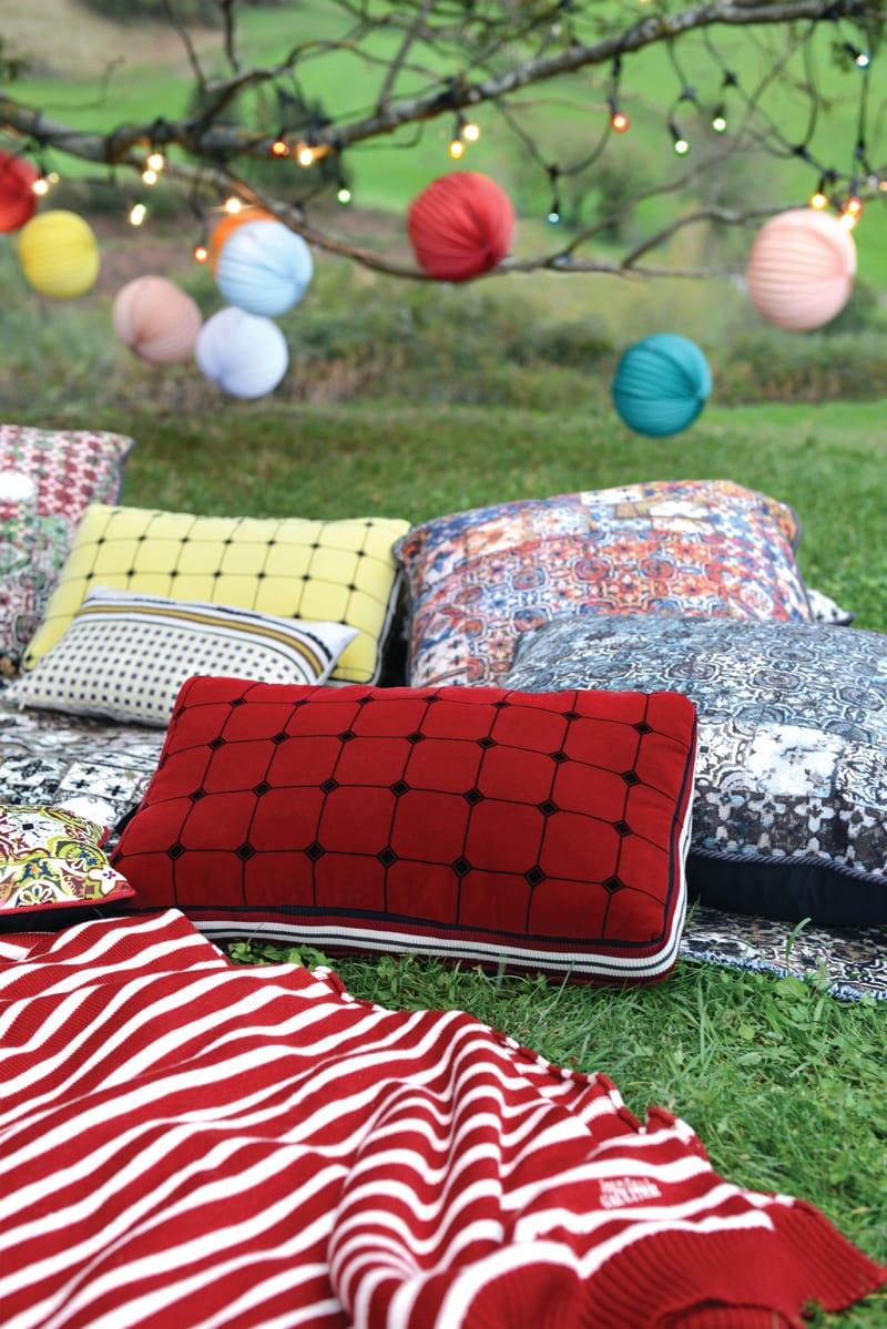 coussin rectangulaire pour canap domino collection nature et d couverte by lelievre design jean. Black Bedroom Furniture Sets. Home Design Ideas