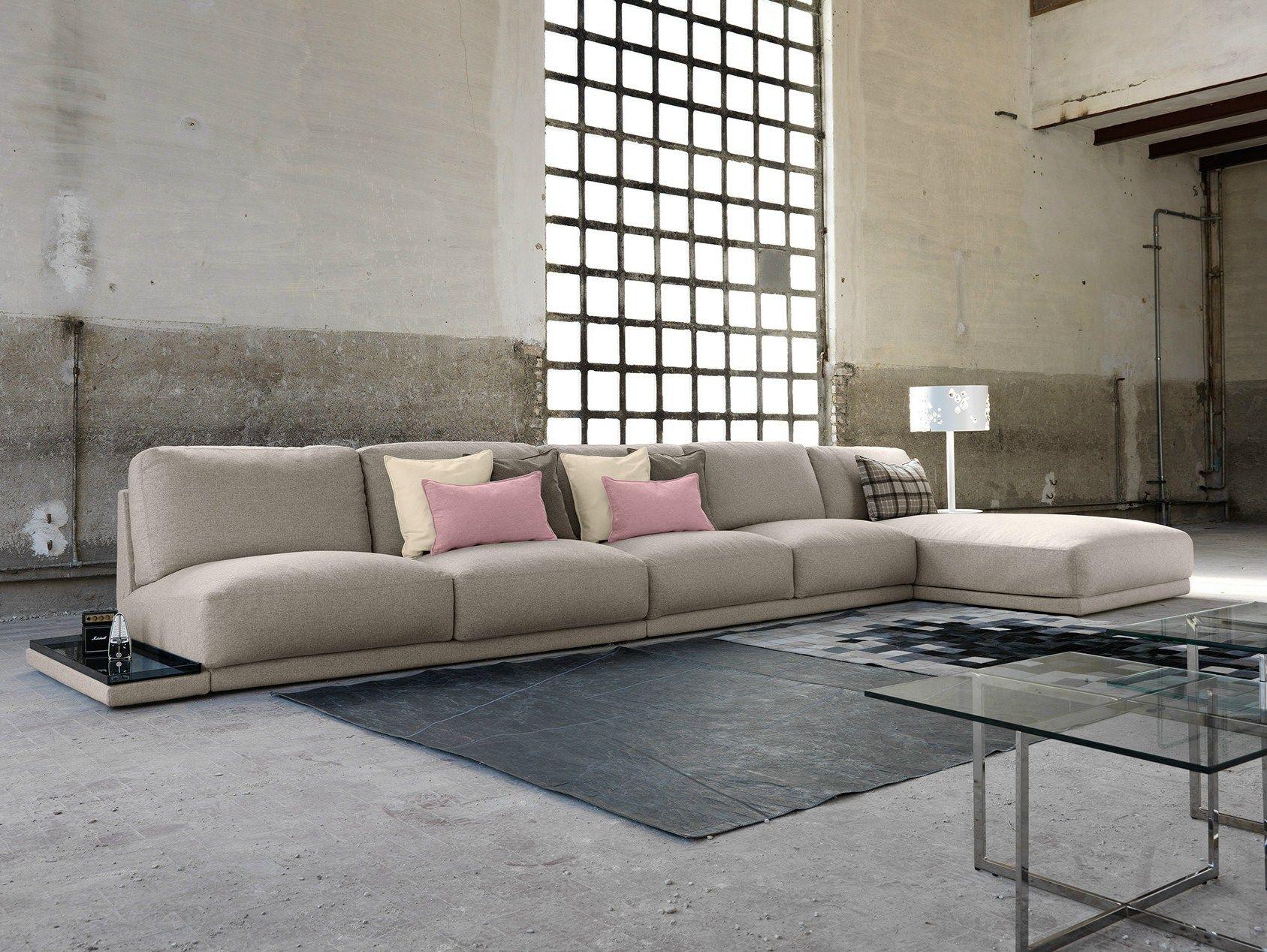 Divano in tessuto con chaise longue doyle divano con for Salotti particolari