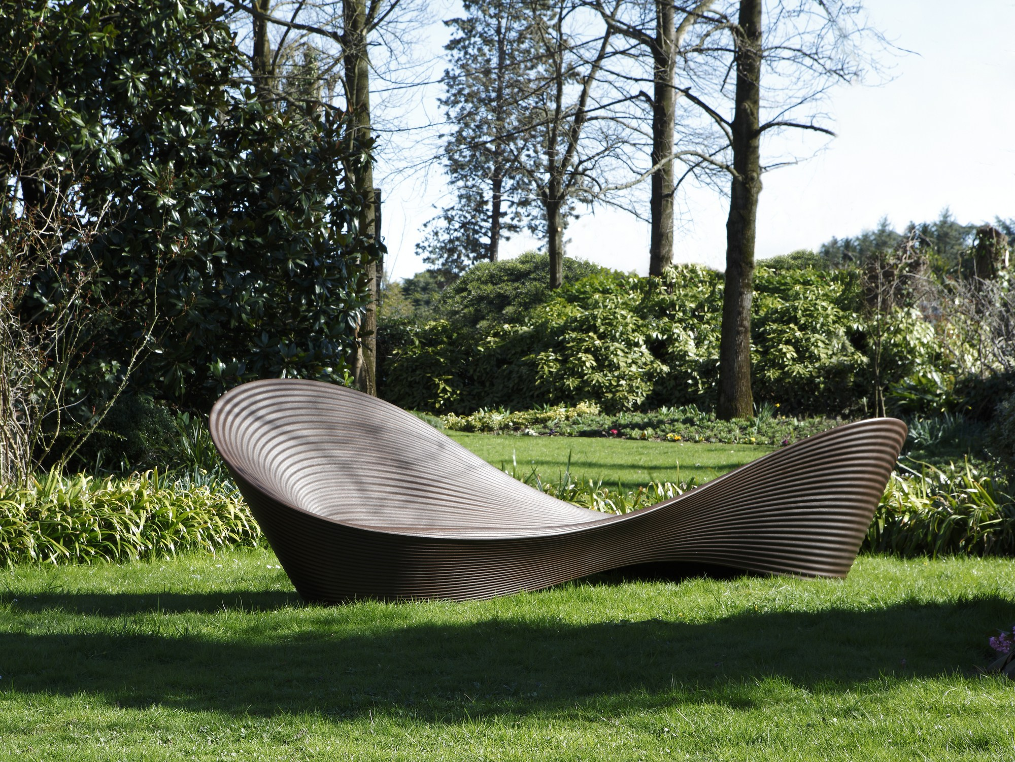 Polyethylene outdoor chair folly by magis design ron arad for Magis outdoor