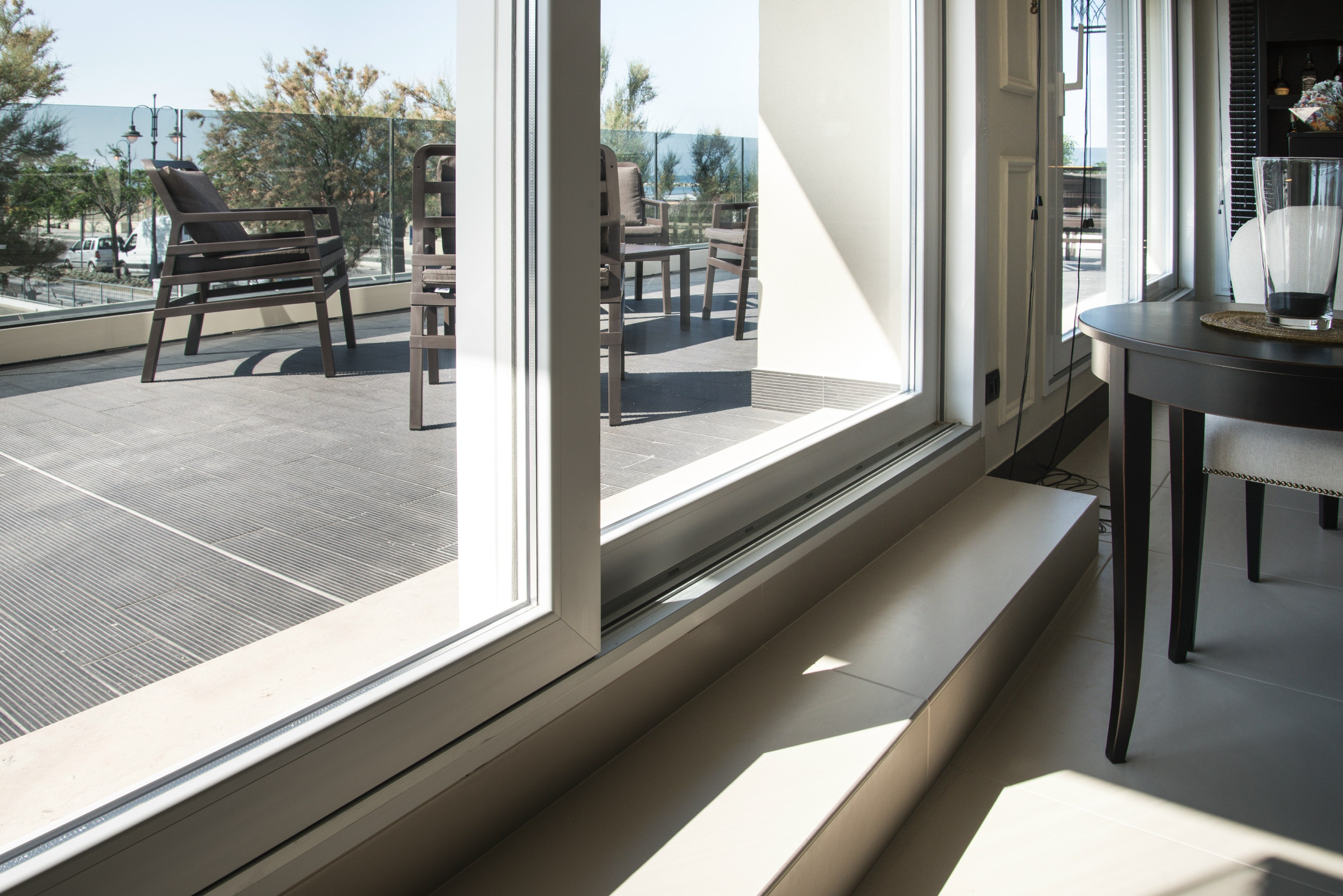 Hs 76 lift and slide window by deceuninck italia for Lift and slide doors cost
