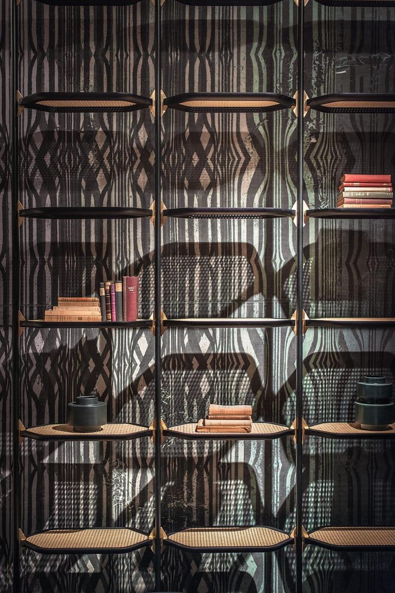 Libreria con fissaggio pavimento soffitto in metallo for Baxter mobili