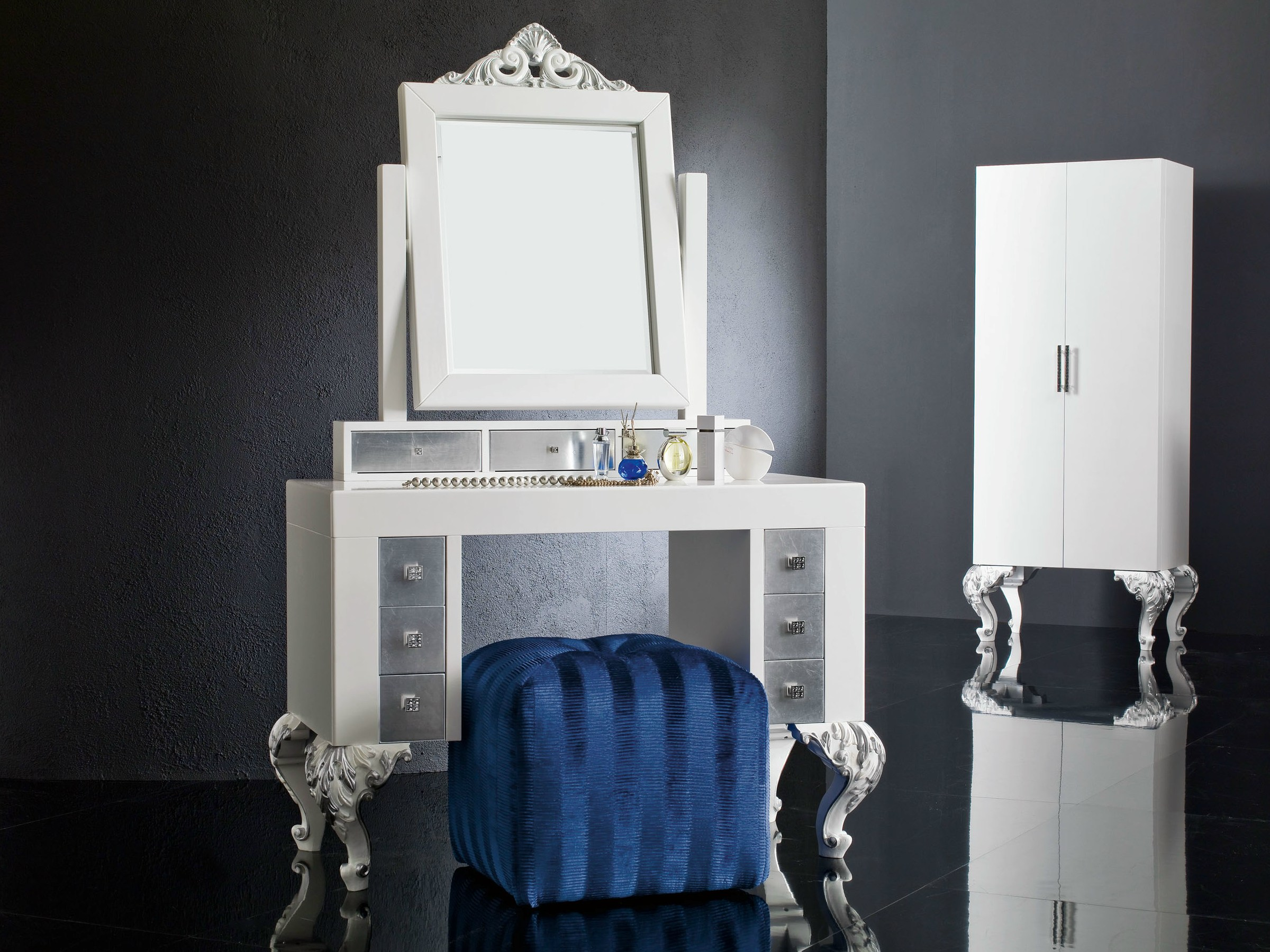 Laquered toilette with mirror and pouf - Minimal Baroque Collection ...