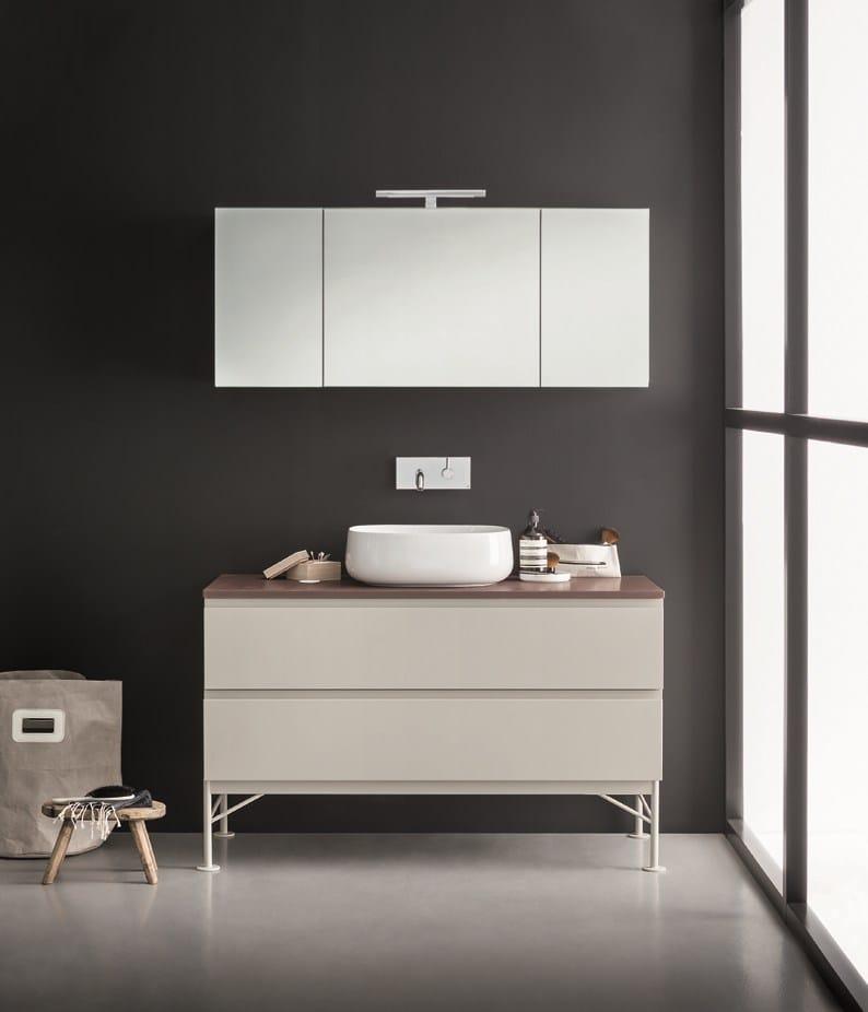 Specchio a parete con contenitore per bagno mivedo by for Specchio bagno 3d