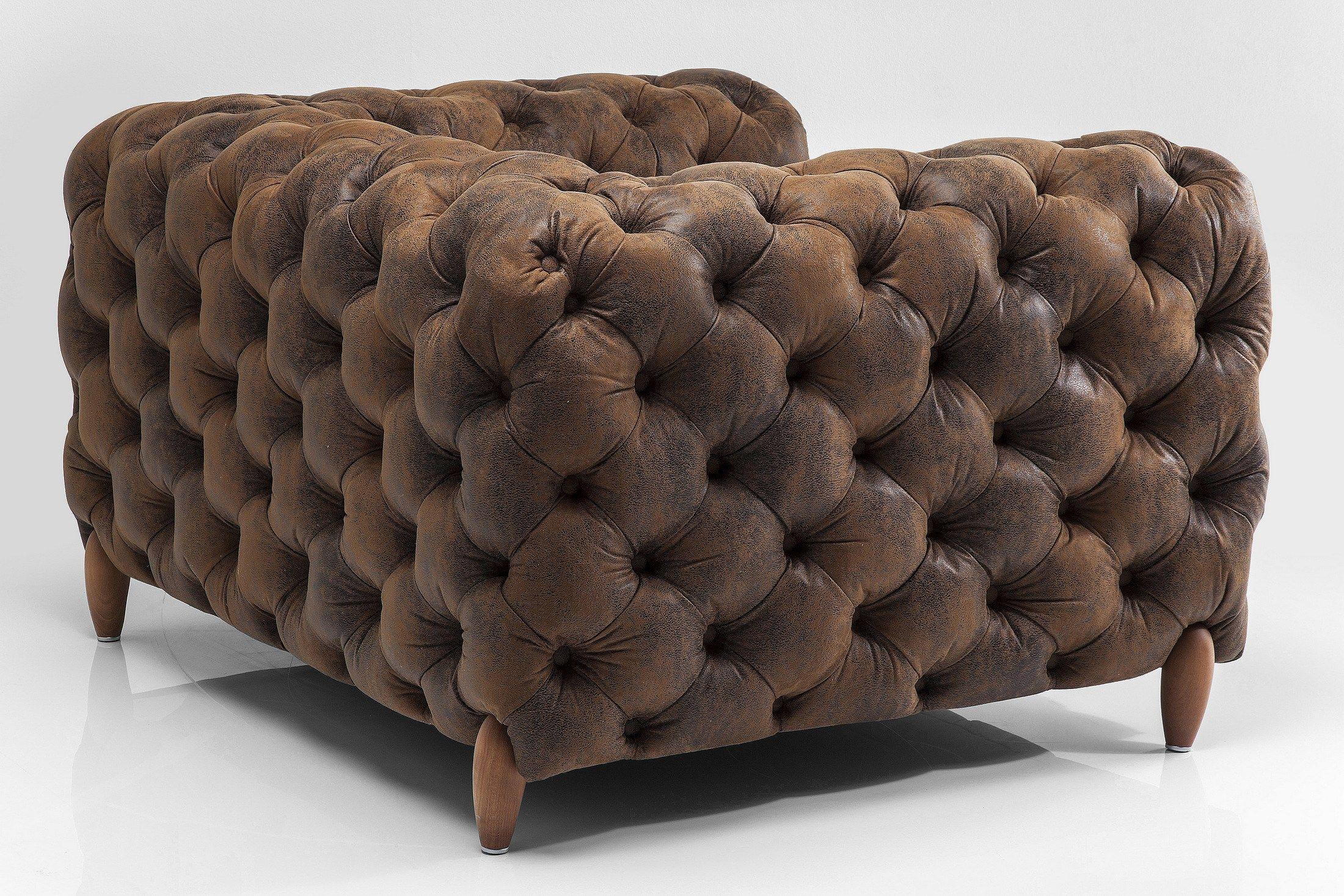 Poltrona capitonn in pelle in stile vintage con braccioli for Poltrona kare design