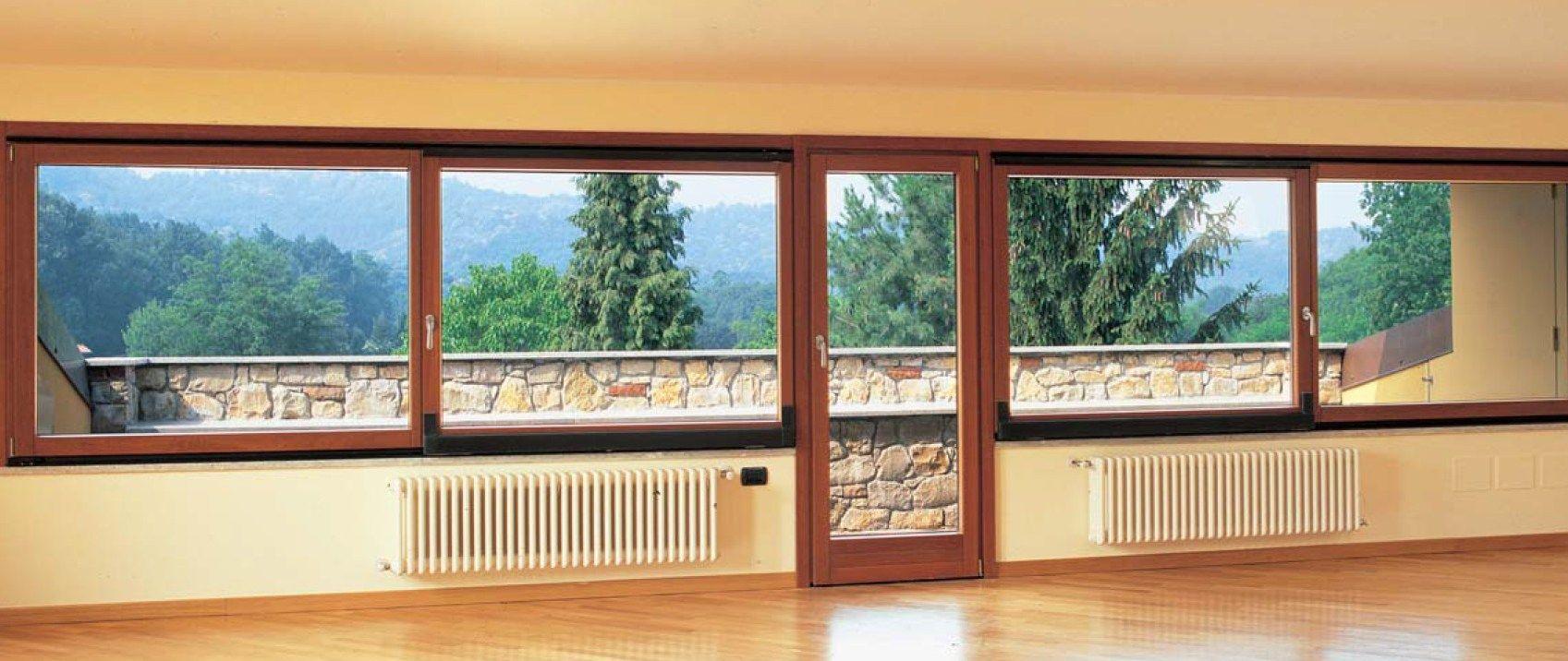 Porta finestra a battente in alluminio e legno con triplo for Finestra scorrevole 4 metri