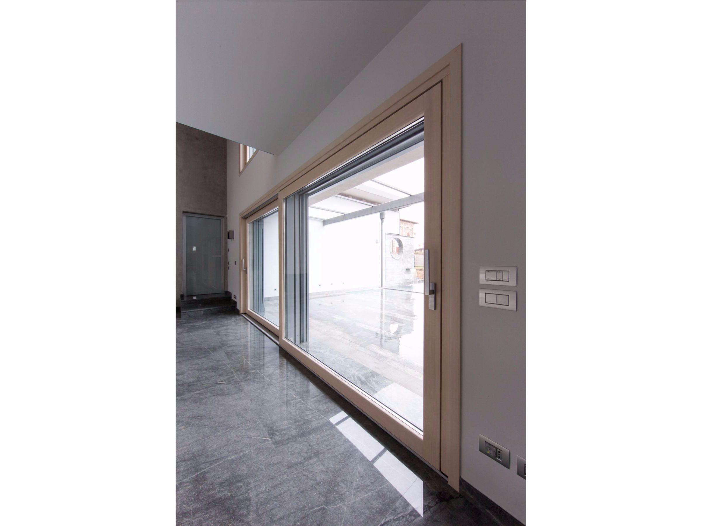 Porta finestra scorrevole complanare in alluminio e legno - Porta scorrevole alluminio ...
