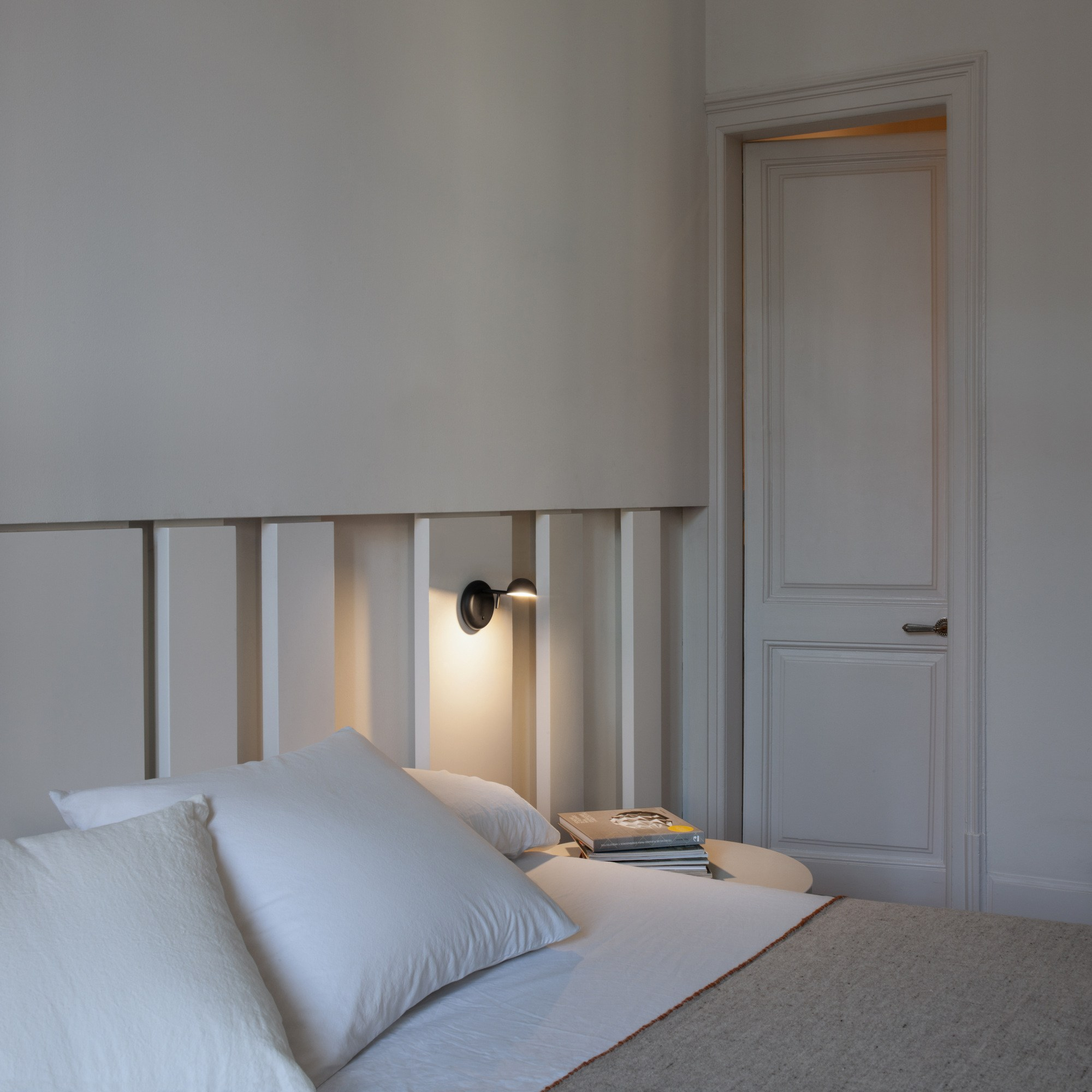 pin wall light pin collection by vibia design ichiro iwasaki. Black Bedroom Furniture Sets. Home Design Ideas