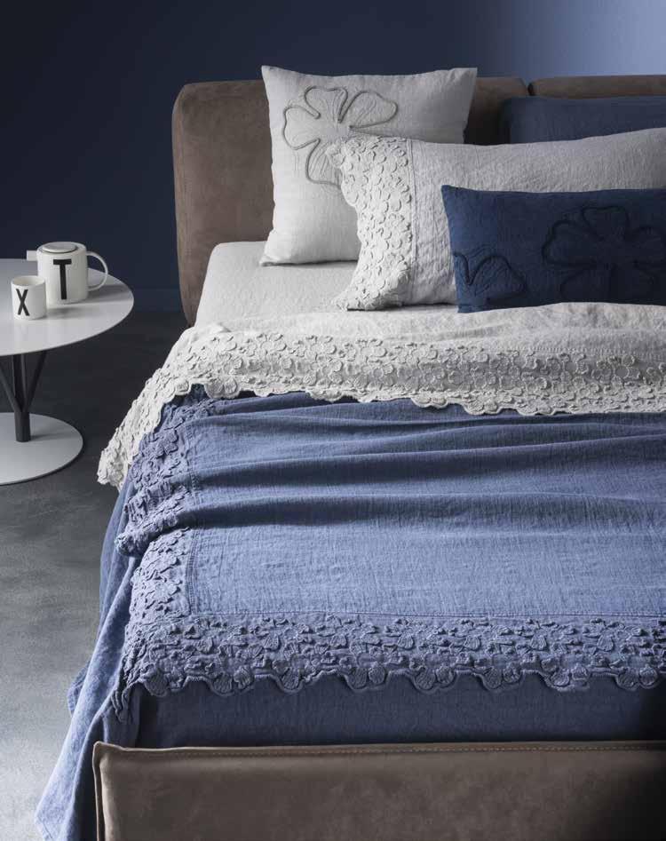 Copriletto in lino con motivi floreali primula collezione decor by la fabbrica del lino by - La fabbrica del lino letto ...