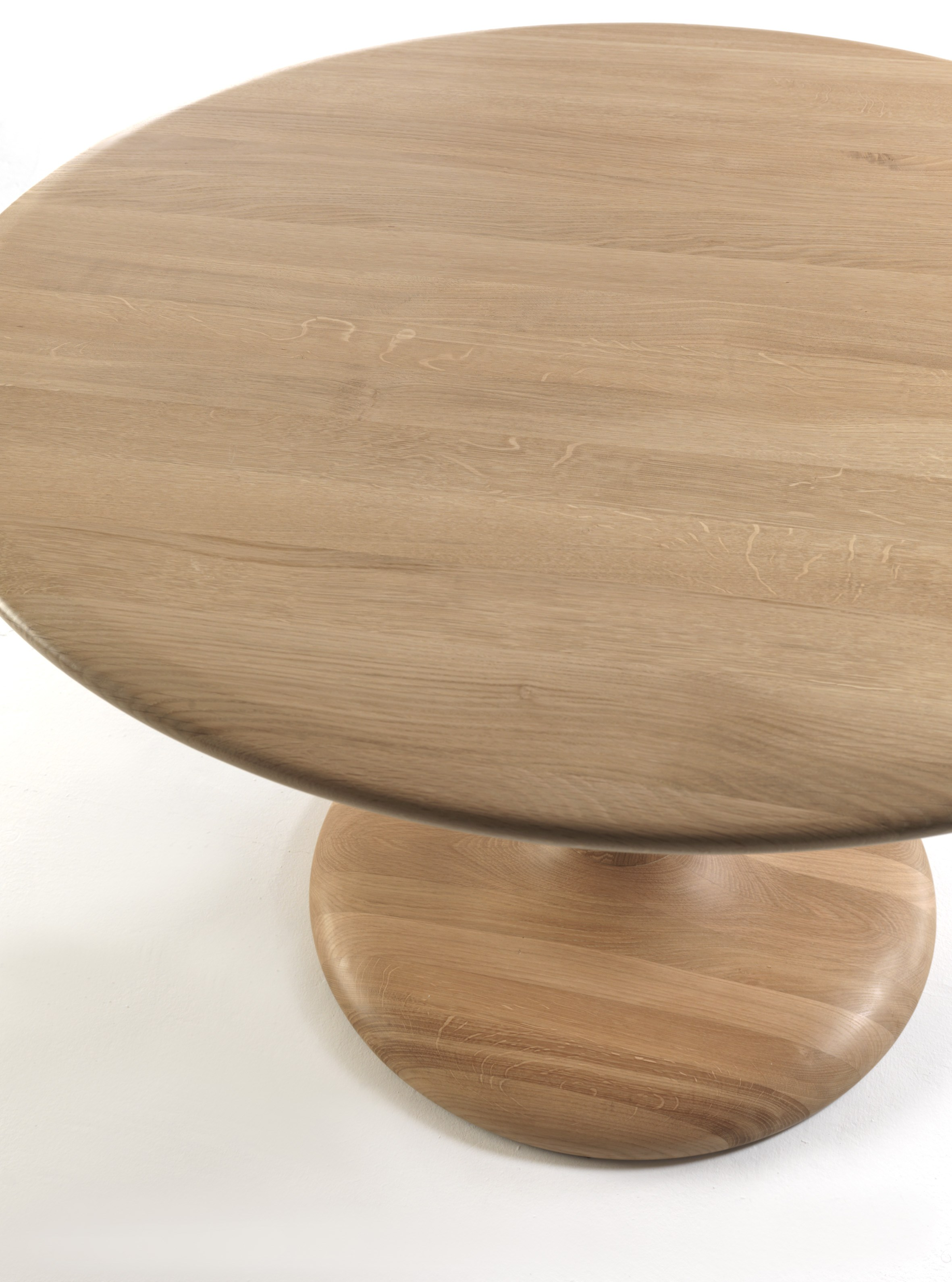Table ronde en bois peo by riva 1920 design maurizio riva - Relooker table ronde bois ...
