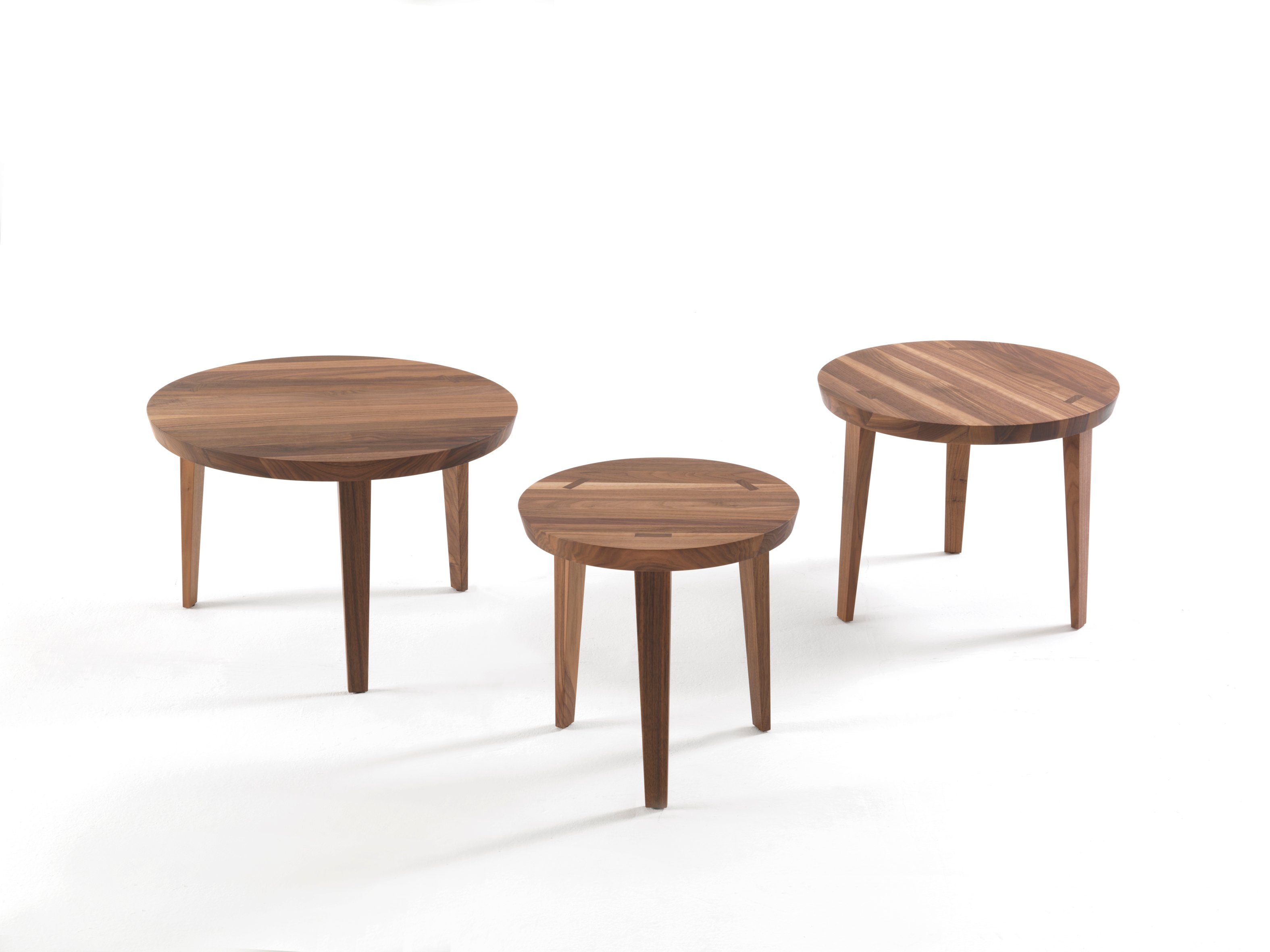 table basse ronde en bois massif collection tao by riva. Black Bedroom Furniture Sets. Home Design Ideas
