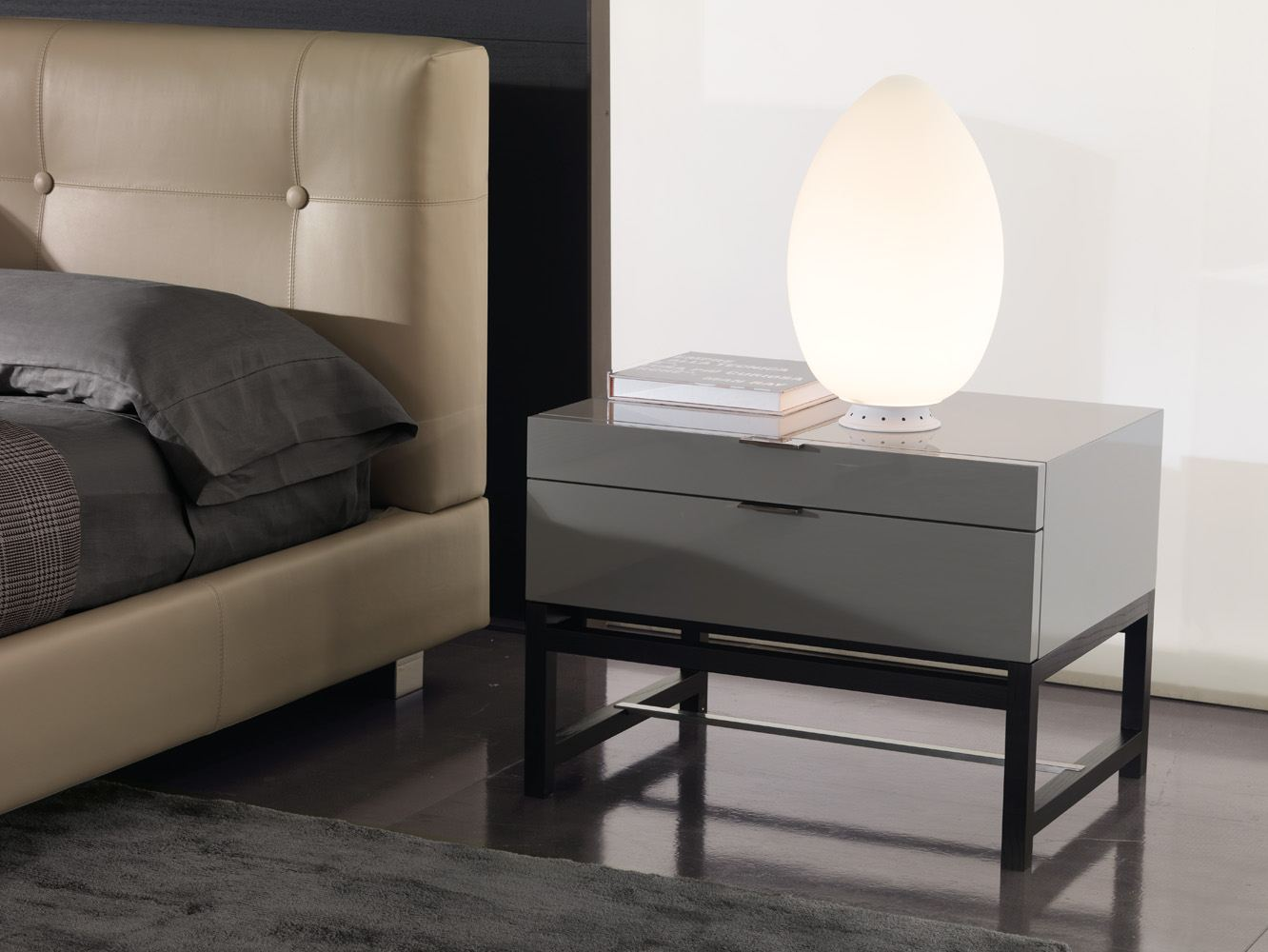 harvey bedside table by minotti design rodolfo dordoni. Black Bedroom Furniture Sets. Home Design Ideas
