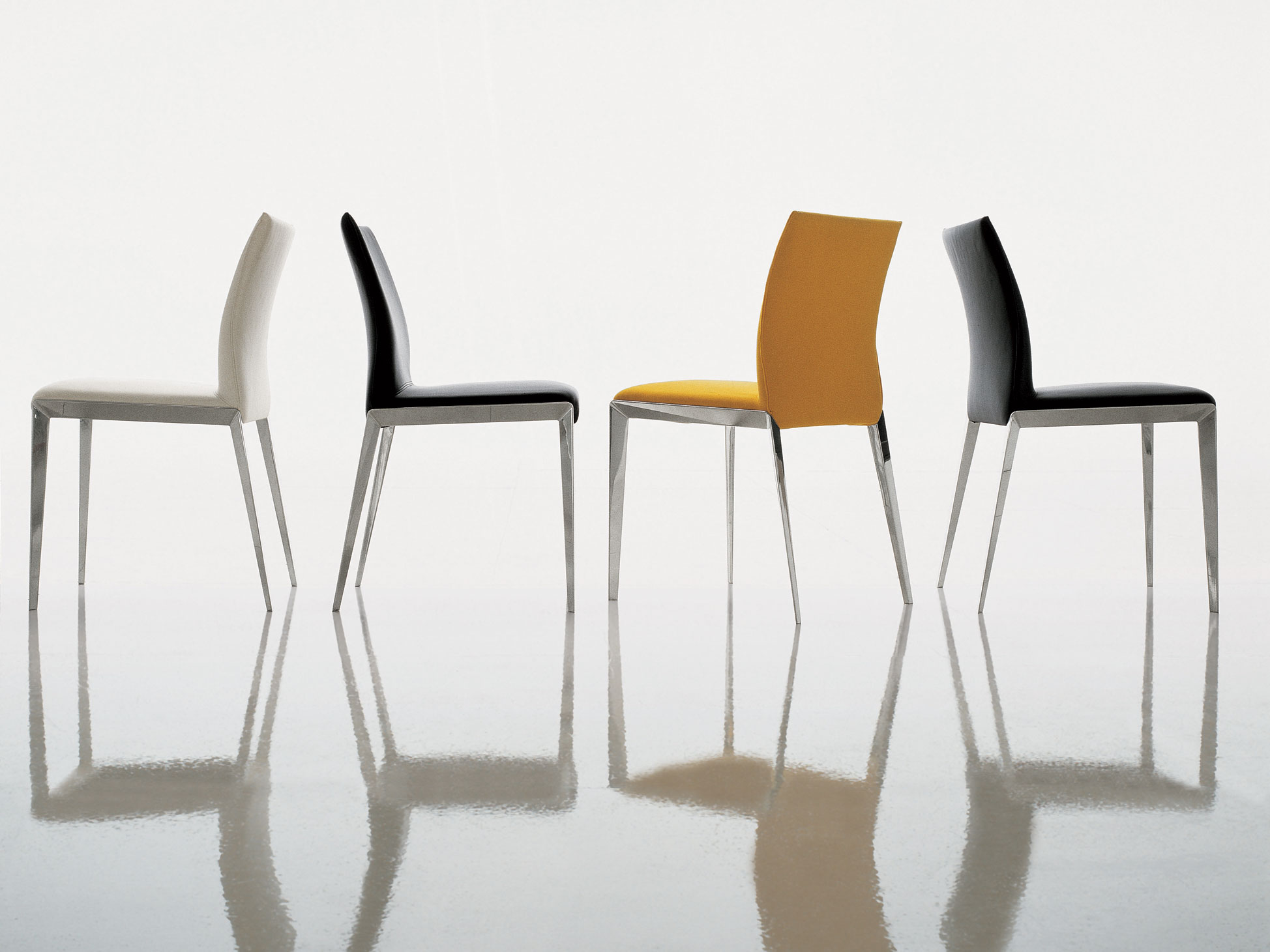 chaise rembourr e en tissu avec rev tement amovible dart by molteni c design hannes wettstein. Black Bedroom Furniture Sets. Home Design Ideas