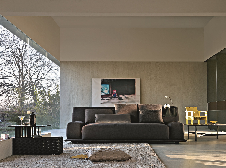 Round coffee table quake by molteni c design arik levy for Molteni furniture