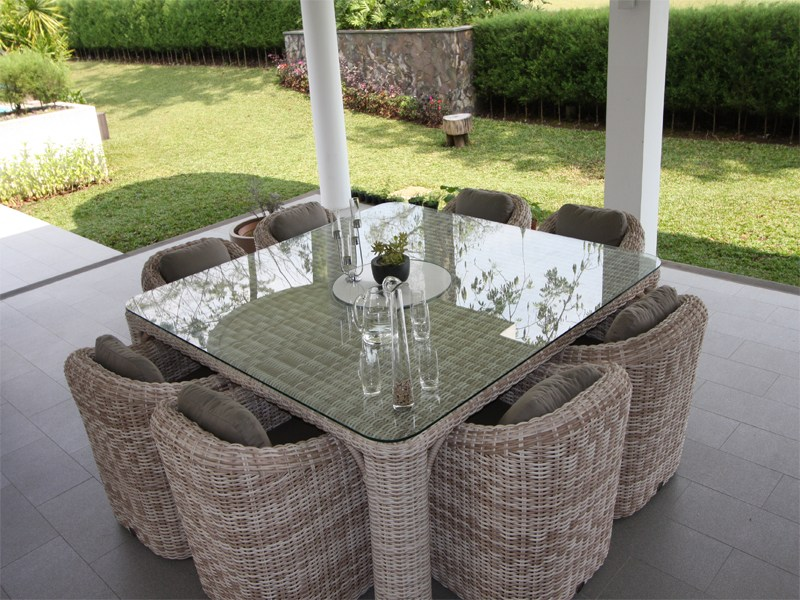 Provence table carr e by s r nit luxury design laurent for Table de jardin carre