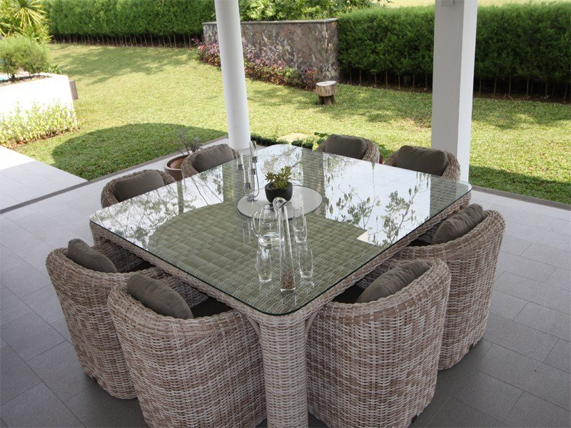 Provence table carr e by s r nit luxury design laurent for Table exterieur carre 8 personnes