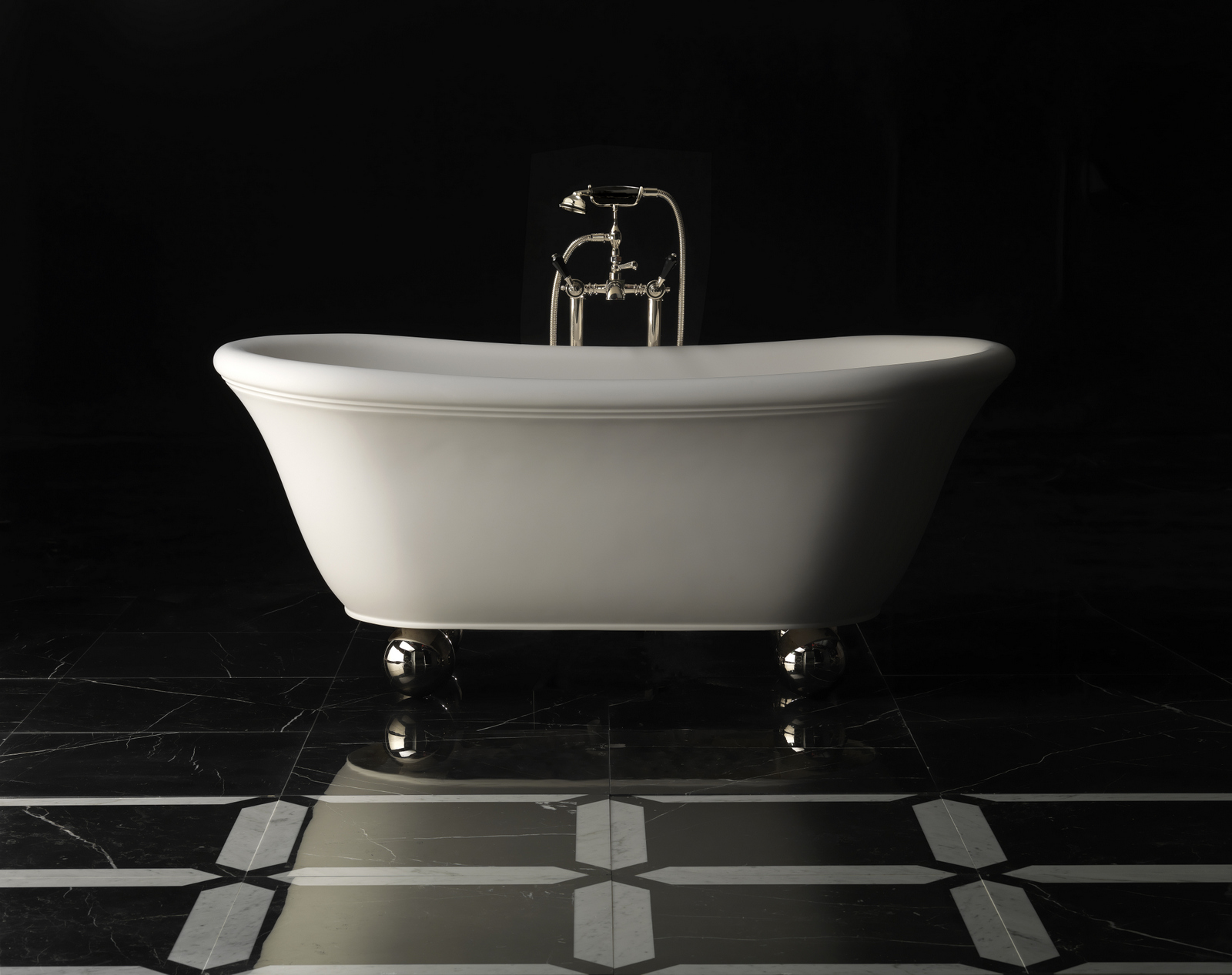 classic style bathtub on legs aurora bijoux by devon devon. Black Bedroom Furniture Sets. Home Design Ideas