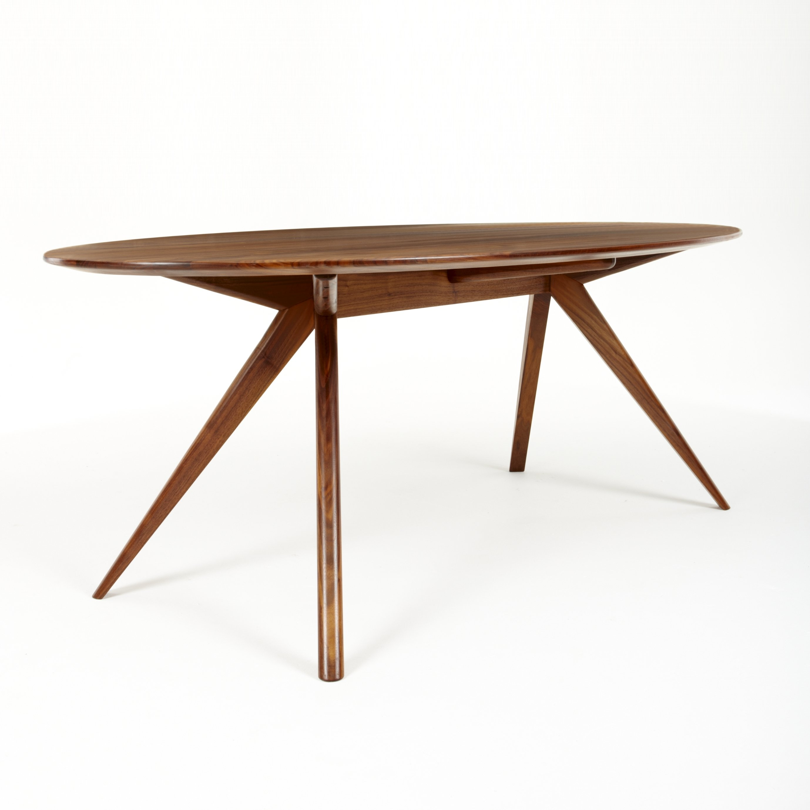 Oskar table ovale by dare studio design sean dare for Table ovale design