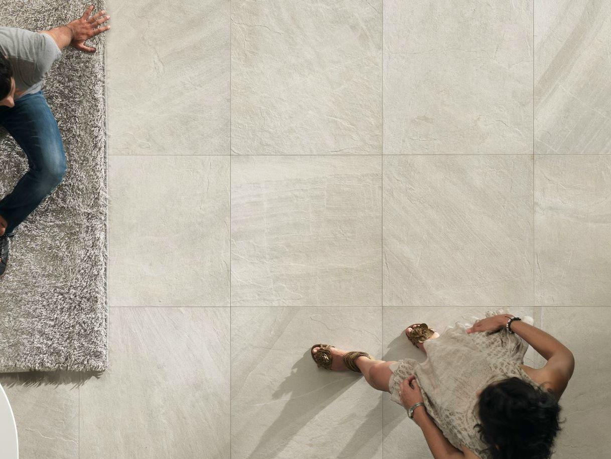 Piastrelle effetto pietra bianca boiserie in ceramica per bagno - Piastrelle pietra bagno ...