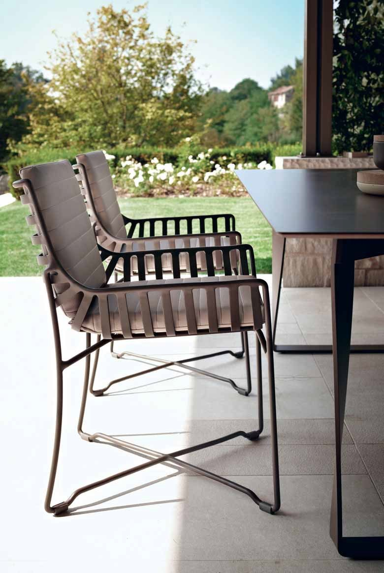 Roberti Rattan HAMPTONS GRAPHICS  HPL table