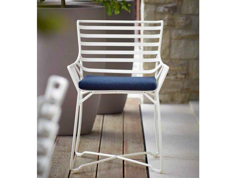 Gartenstuhl mit armlehnen gartenstuhl aus metall kollektion hamptons graphics by roberti rattan for Gartenstuhl metall